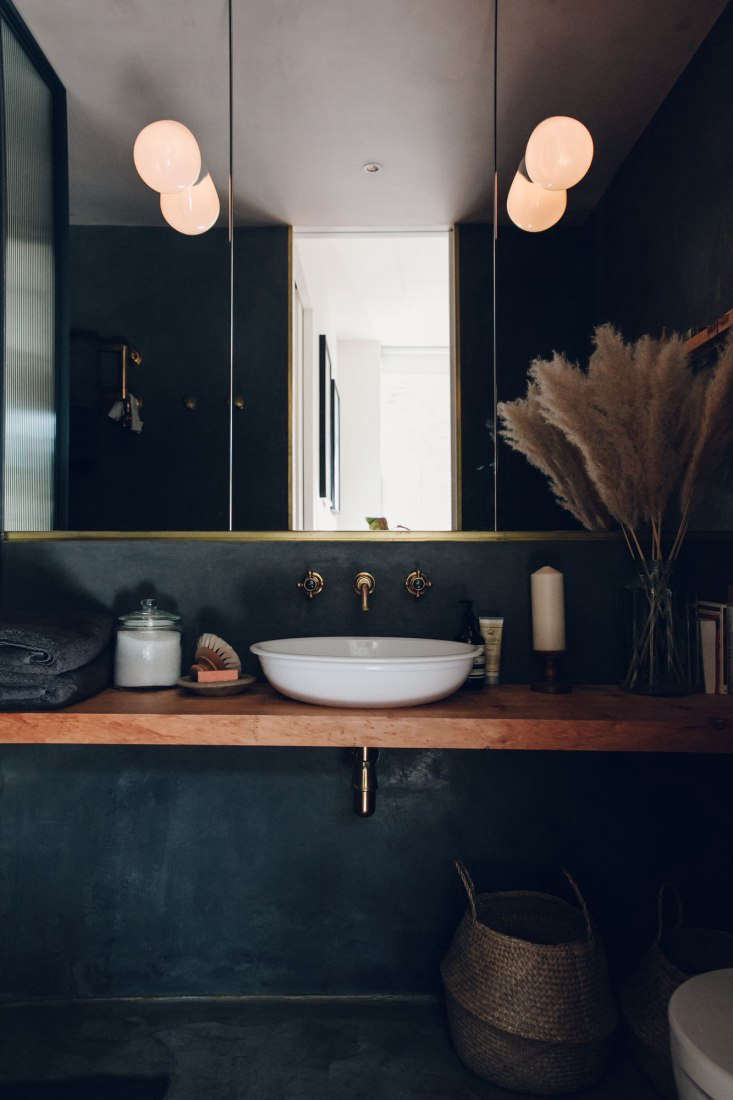 The Bath En Noir 10 Favorite Moody Black Bathrooms