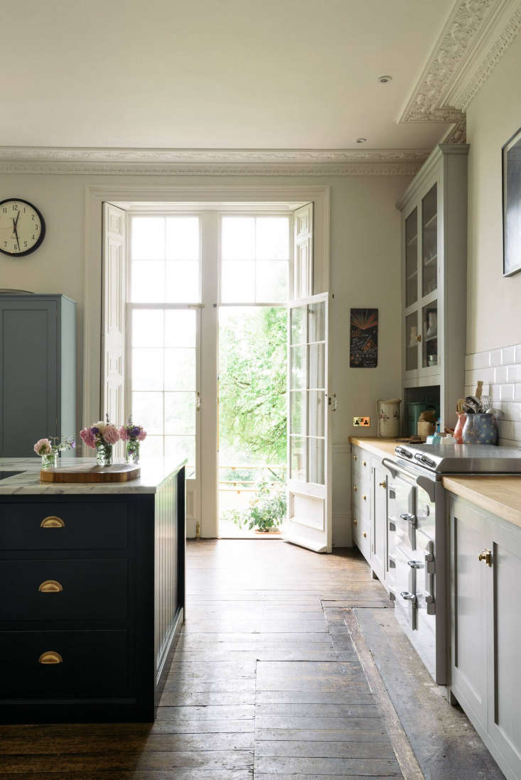 Amazing Kitchen Of The Week A Fairy Tale Kitchen In Somerset For Home Interior And Landscaping Palasignezvosmurscom