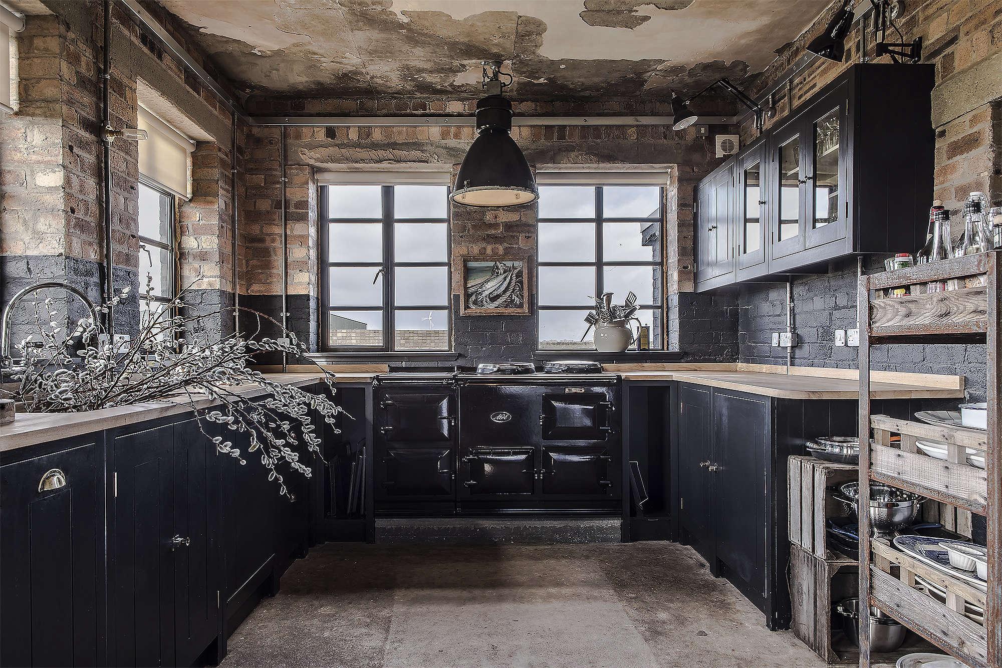 The Hms Owl Black Kitchen By British Standard