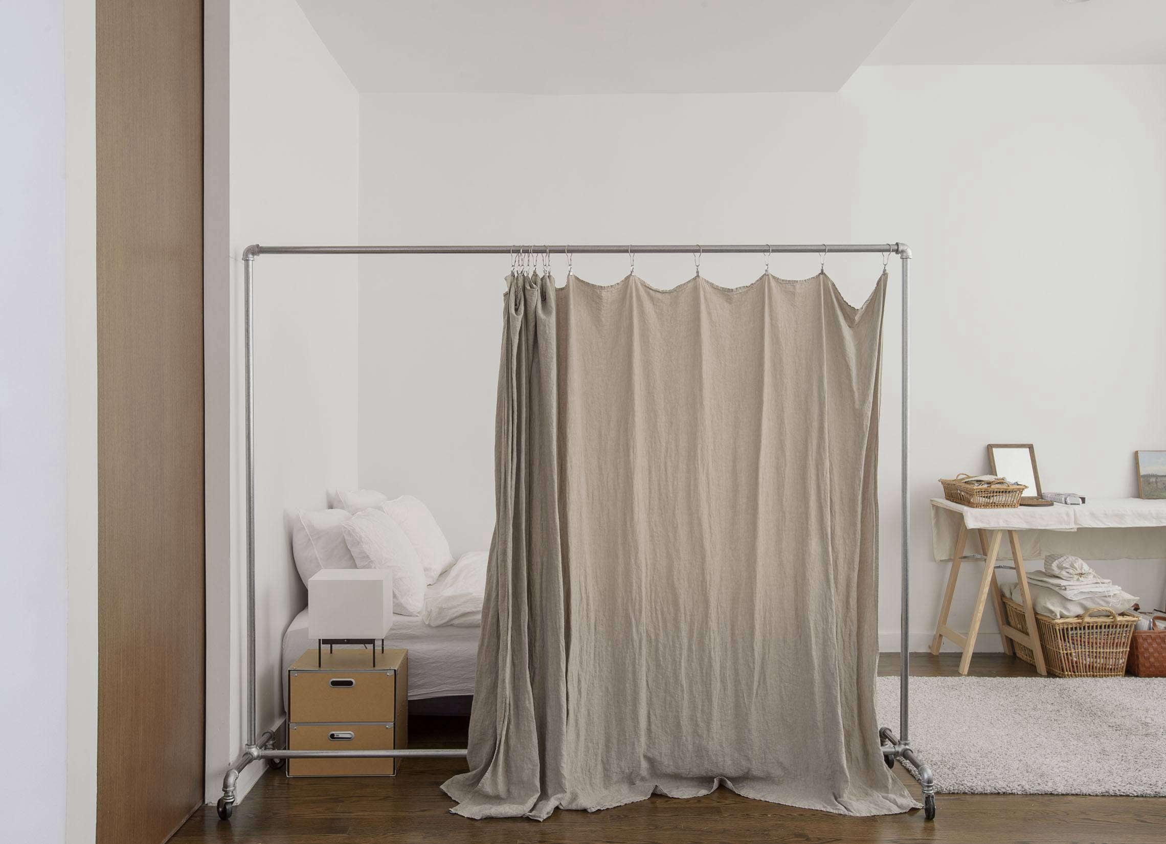 Фото кровати с ширмой занавеской