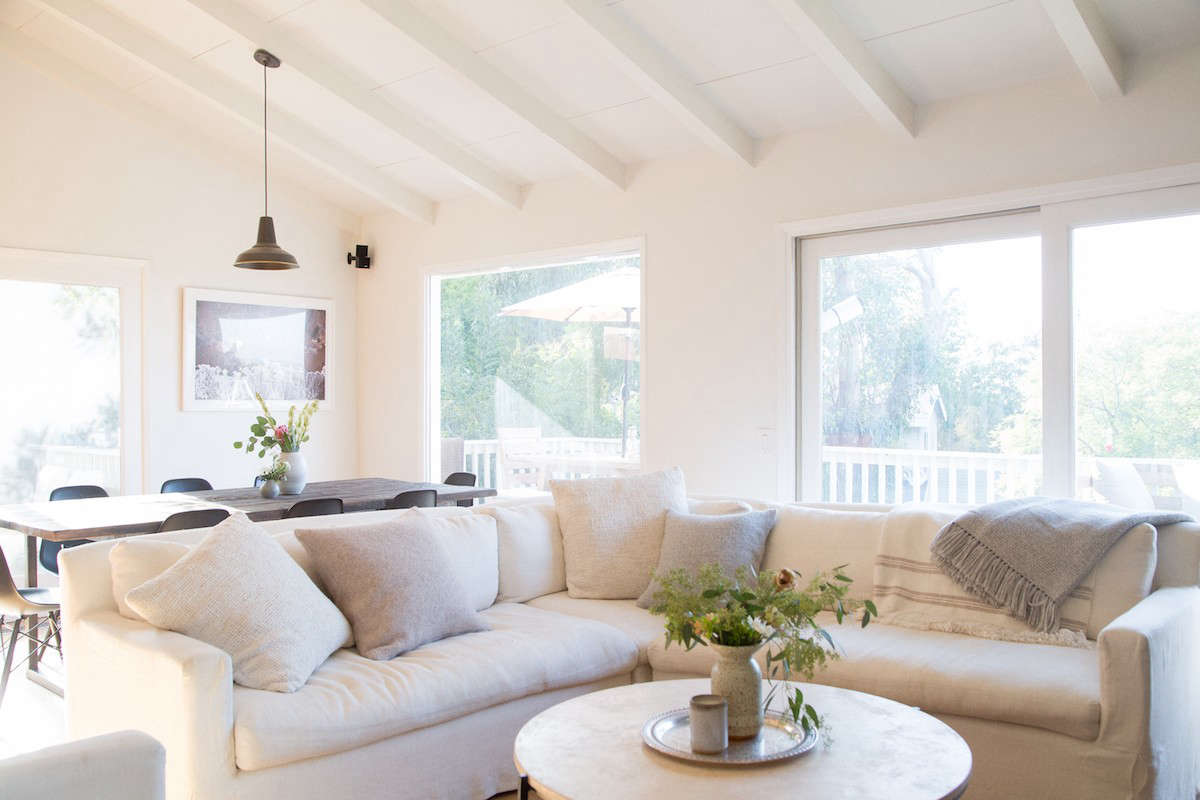 """Says Hunter of her white sofa: """"I'm the person constantly trying to multitask, which often means I'm spilling beverages and making messes."""" She took her cues fromJenni, who covers the seats of her white couch with """"linen throw bedswhen risky guests are present (myself included), and takes them off when they're not needed."""""""