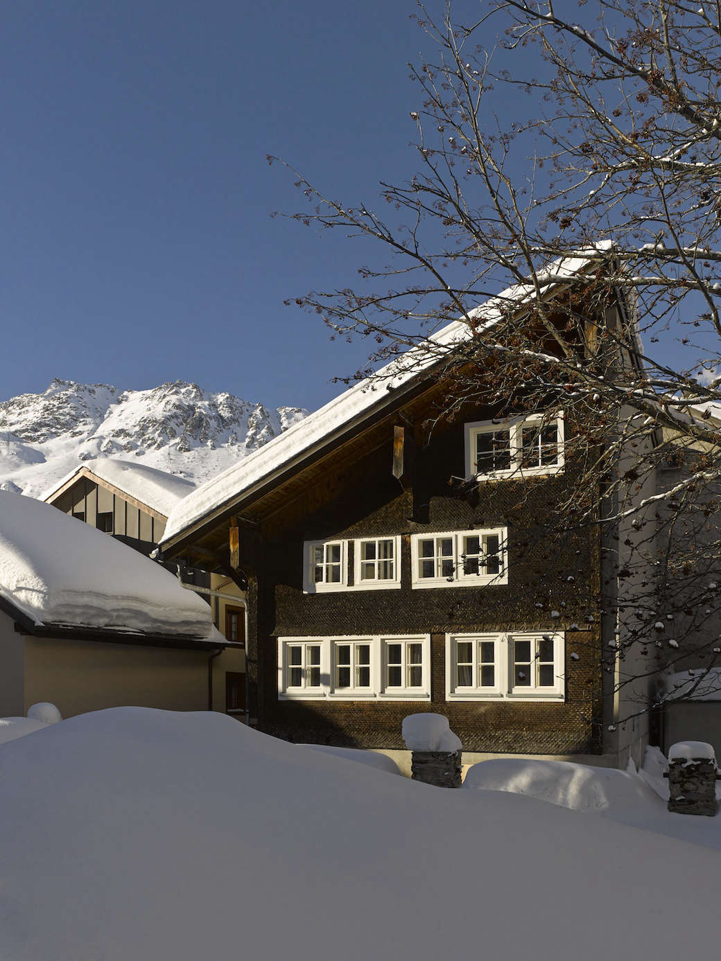London Architect Jonathan Tuckey Overhauled A 17th Century Timber Frame Chalet In Andermatt