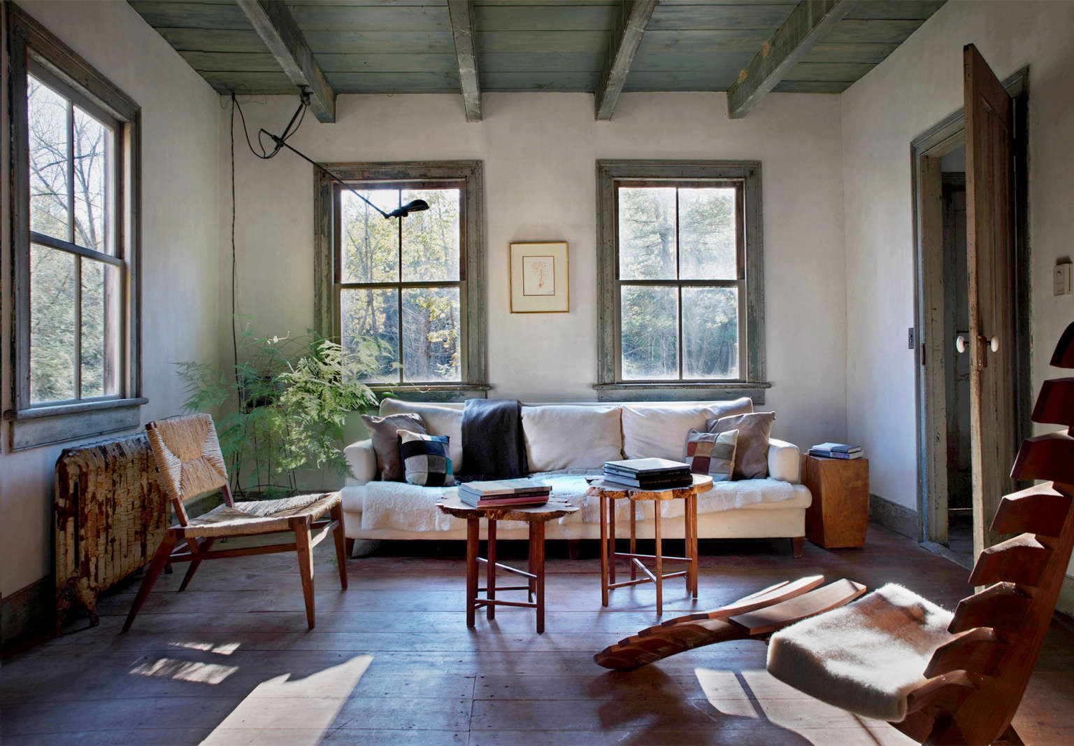 Attractive Rustic Farmhouse Hudson Valley Howell Living Room 1 1536x1066