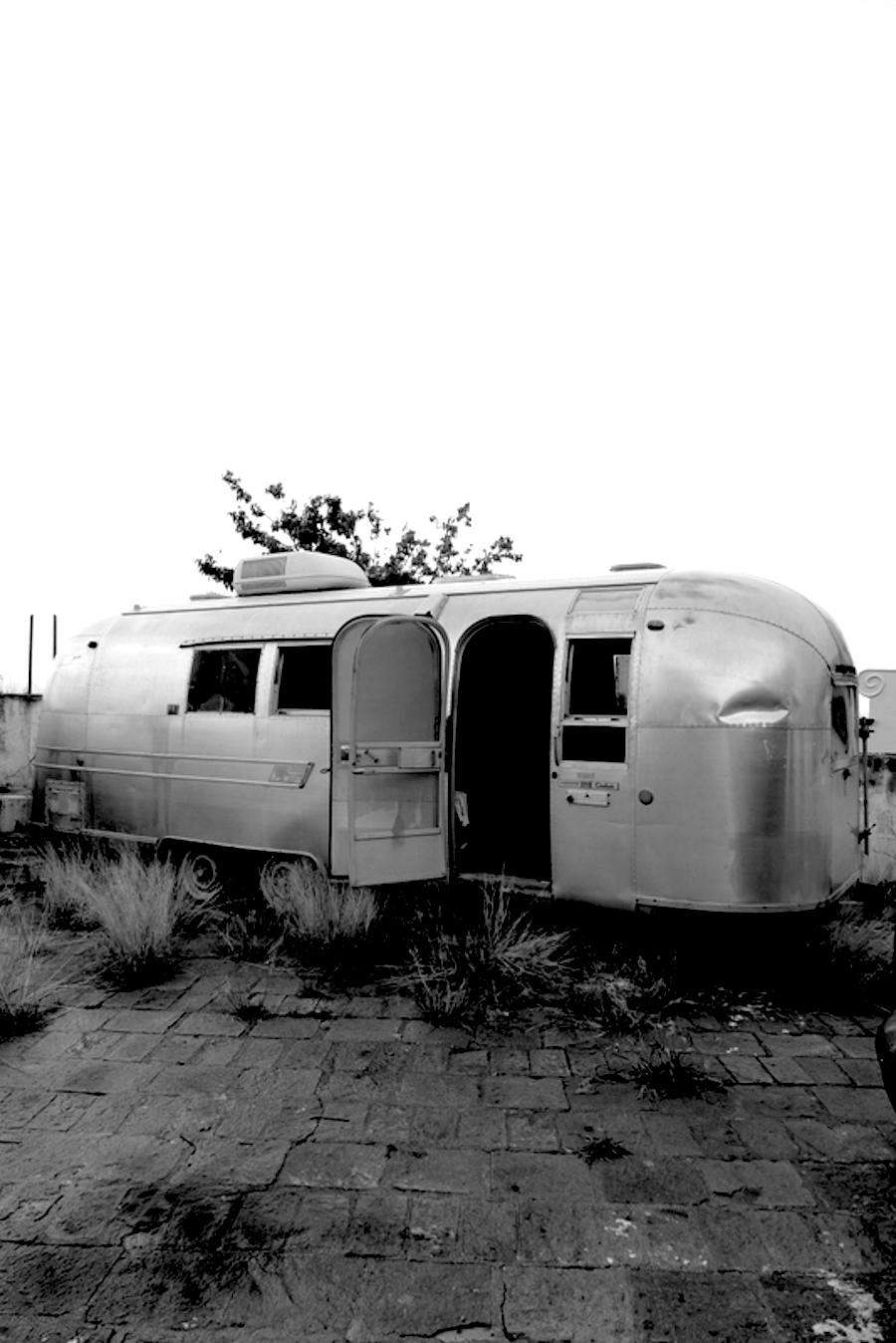 For years the Overlander had been left abandoned at the beach and arrived in very bad shape.
