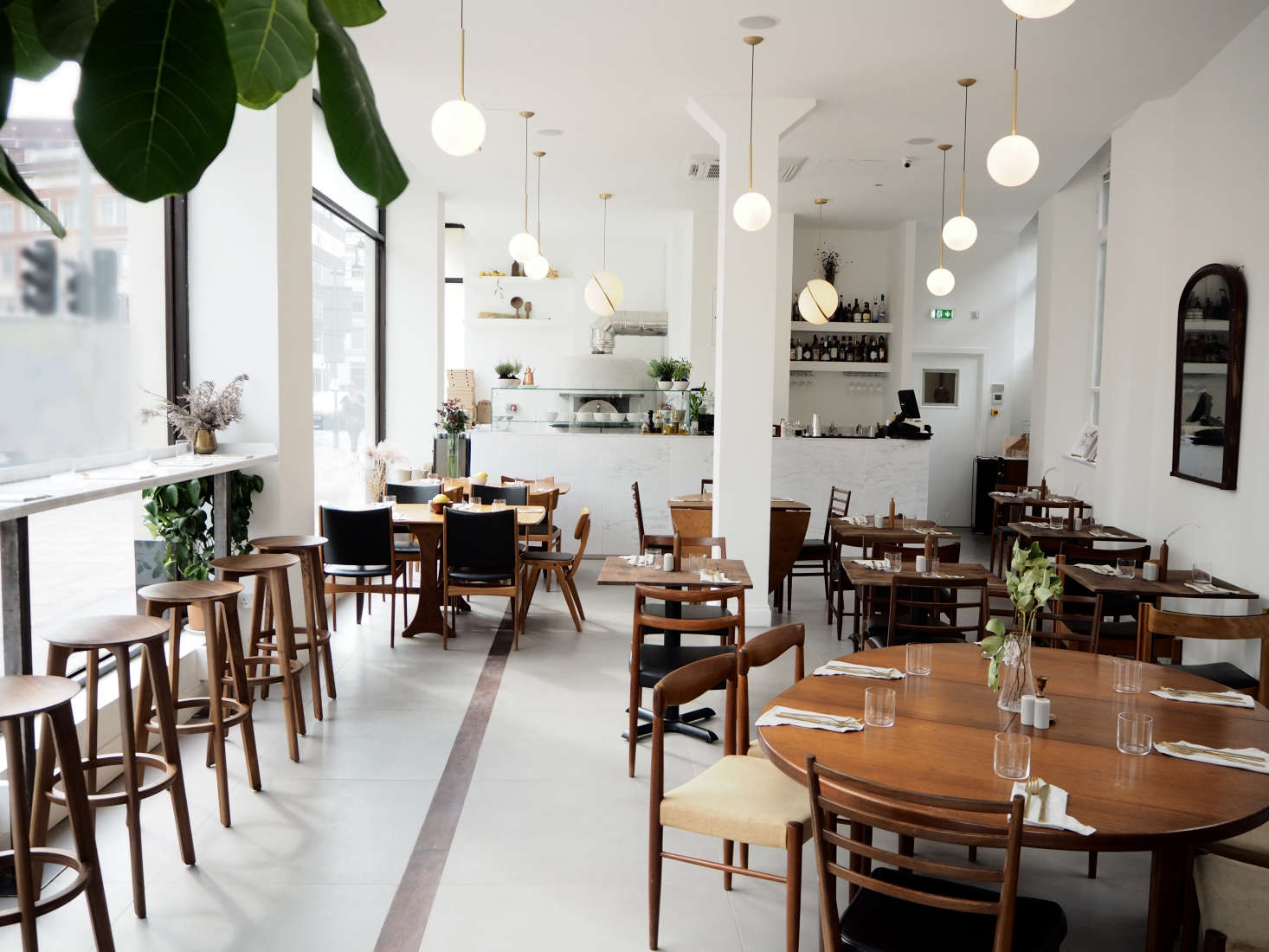 Old napoli in modern london o ver restaurant by quiet studios the restaurant a gut remodel is built out with stone floors and bright white reviewsmspy