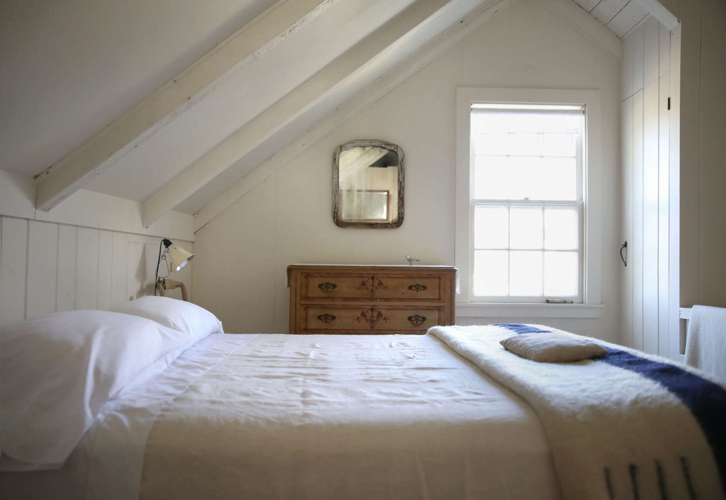 Is It Worth The Lowdown On Luxe Sheets By Sferra Remodelista Fold Fitted Sheet Diagram Click For Details How To A Even After Summer Of Salt And Sunscreen My Are Still Bright White