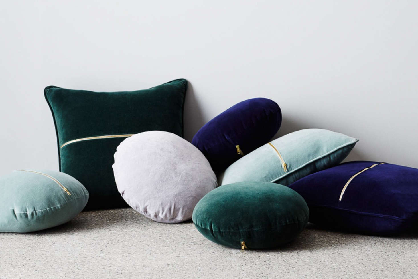 10 Easy Pieces: Round Velvet Cushions - Remodelista