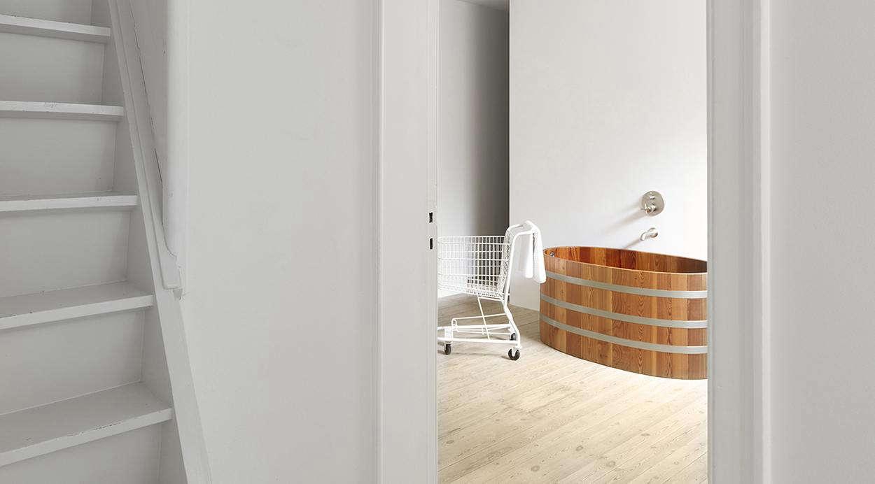 10 Favorites: Japanese-Style Bathtubs Around the World - Remodelista