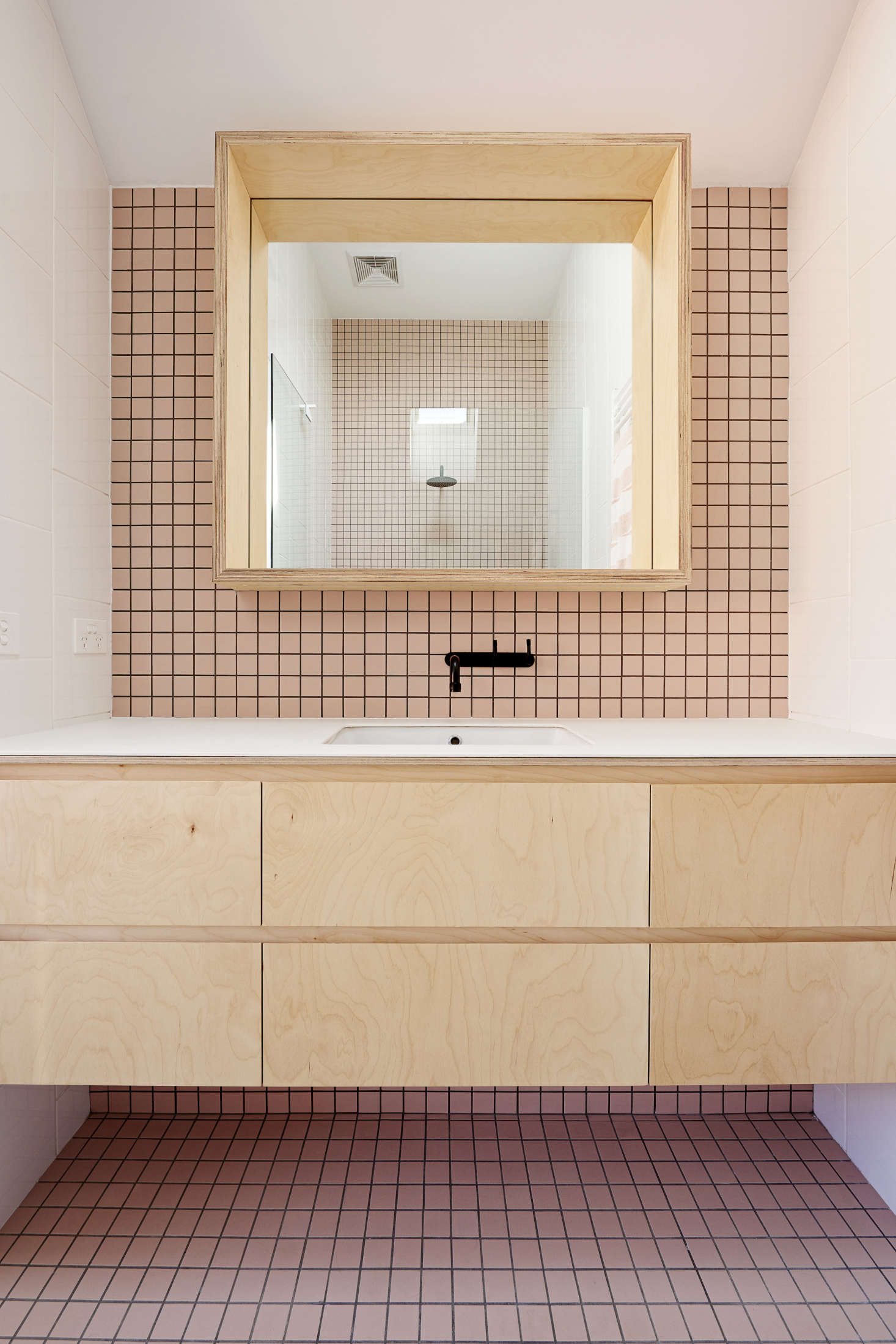 Australian Designer Dan Fer Outed A Family Bath In Pale Pink Tiles Light Wood
