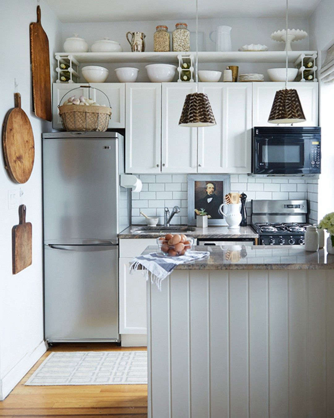The New Art Gallery: 12 Favorite Kitchens with Paintings on Display ...