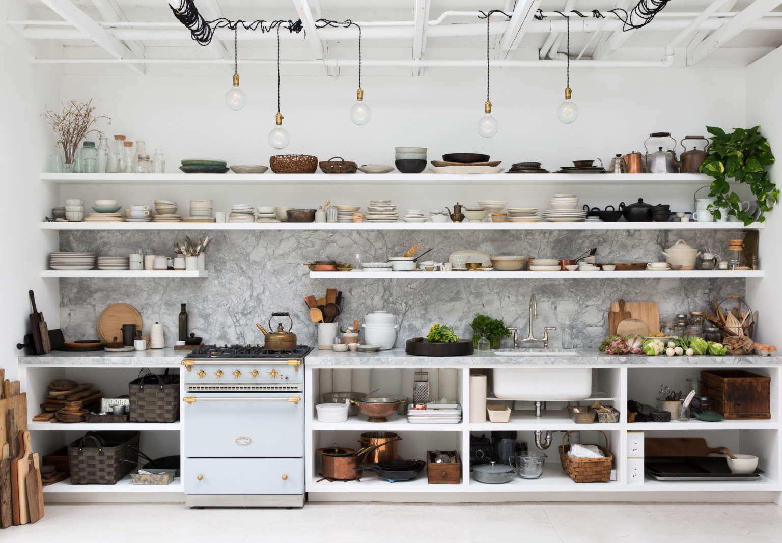 We Like The Formula That Photographers And Stylists Ly To Their Own Kitchens Simple Trend Proof Bones Plus Ad Hoc Lighting Stacks Of Ceramics