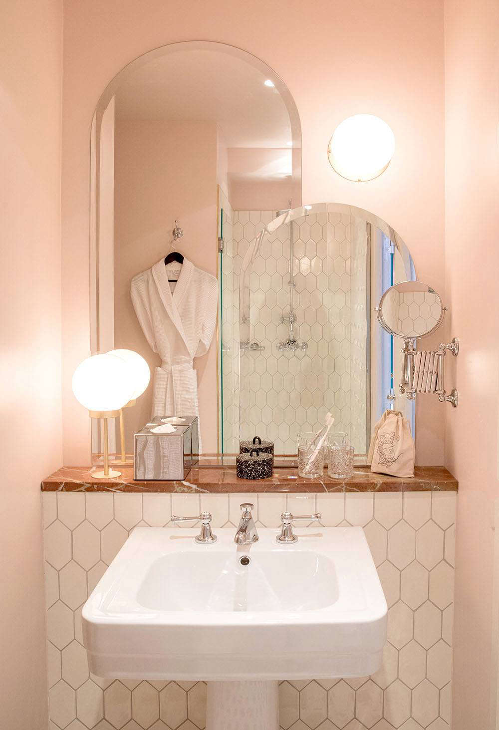 Must see Wallpaper Marble Cotton Candy - grands-boulevards-hotel-pink-bathroom  Trends_92523.jpg