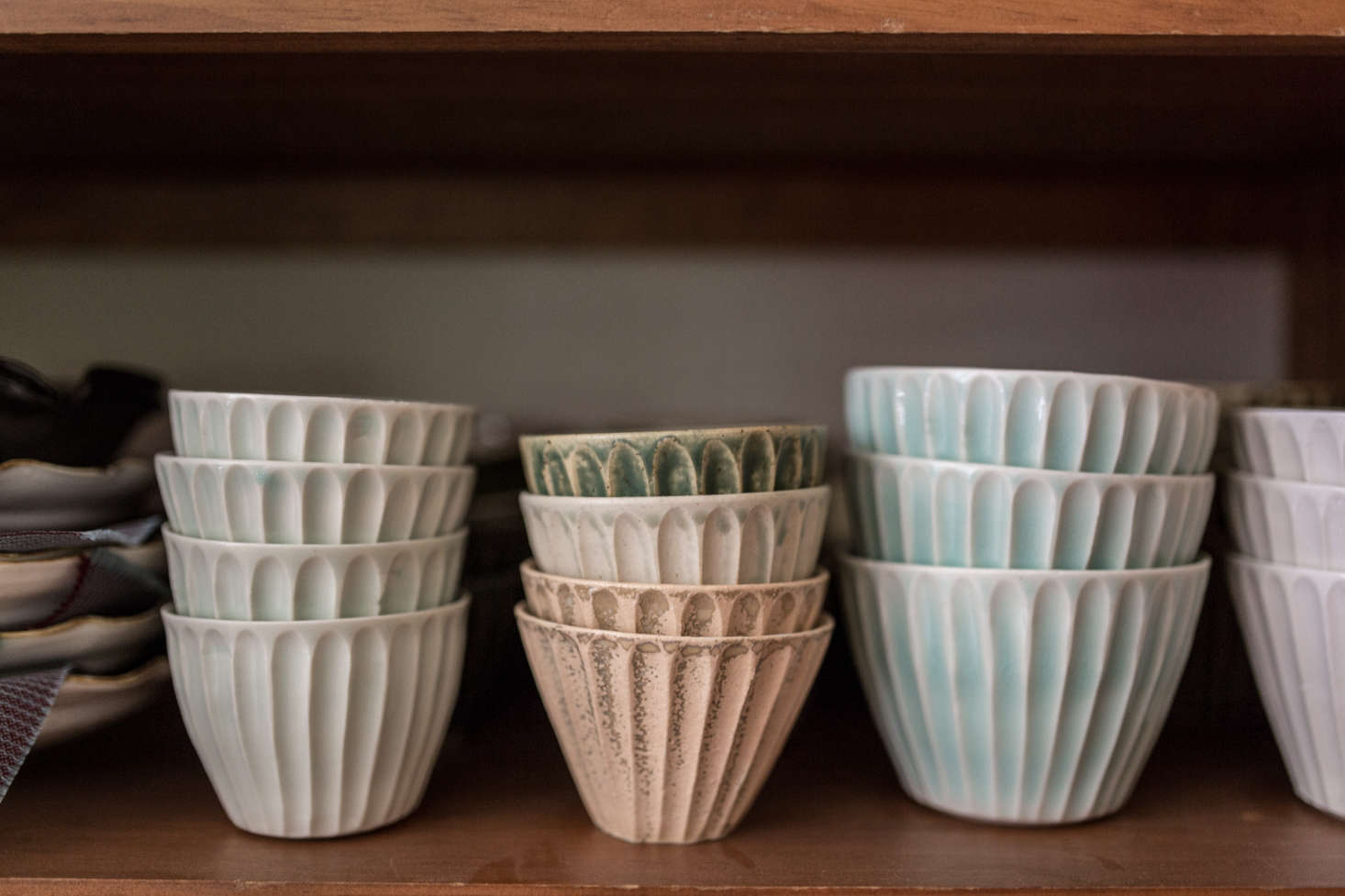 Fourteenth-generation ceramicist Hanako Nakazato divides her time between Japan and Maine (see her home in the tiny town of Union here) and brings the sensibilities of both locales to her work. Shown above is a selection of her ridged bowls on display in her own home. Photograph by Erin Little.