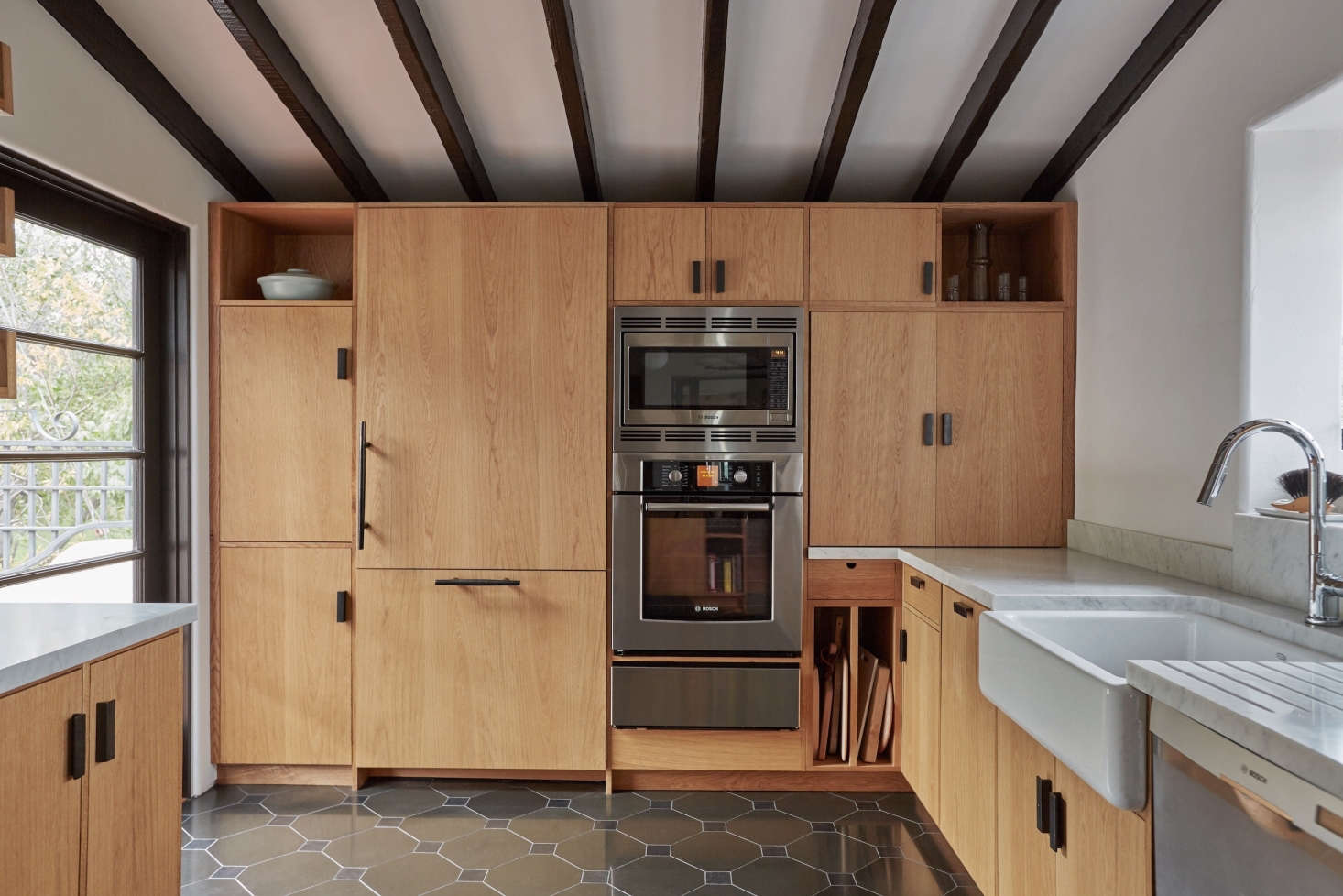In A House La S Los Feliz Designer Tamar Barnoon Reconfigured An Outdated Kitchen