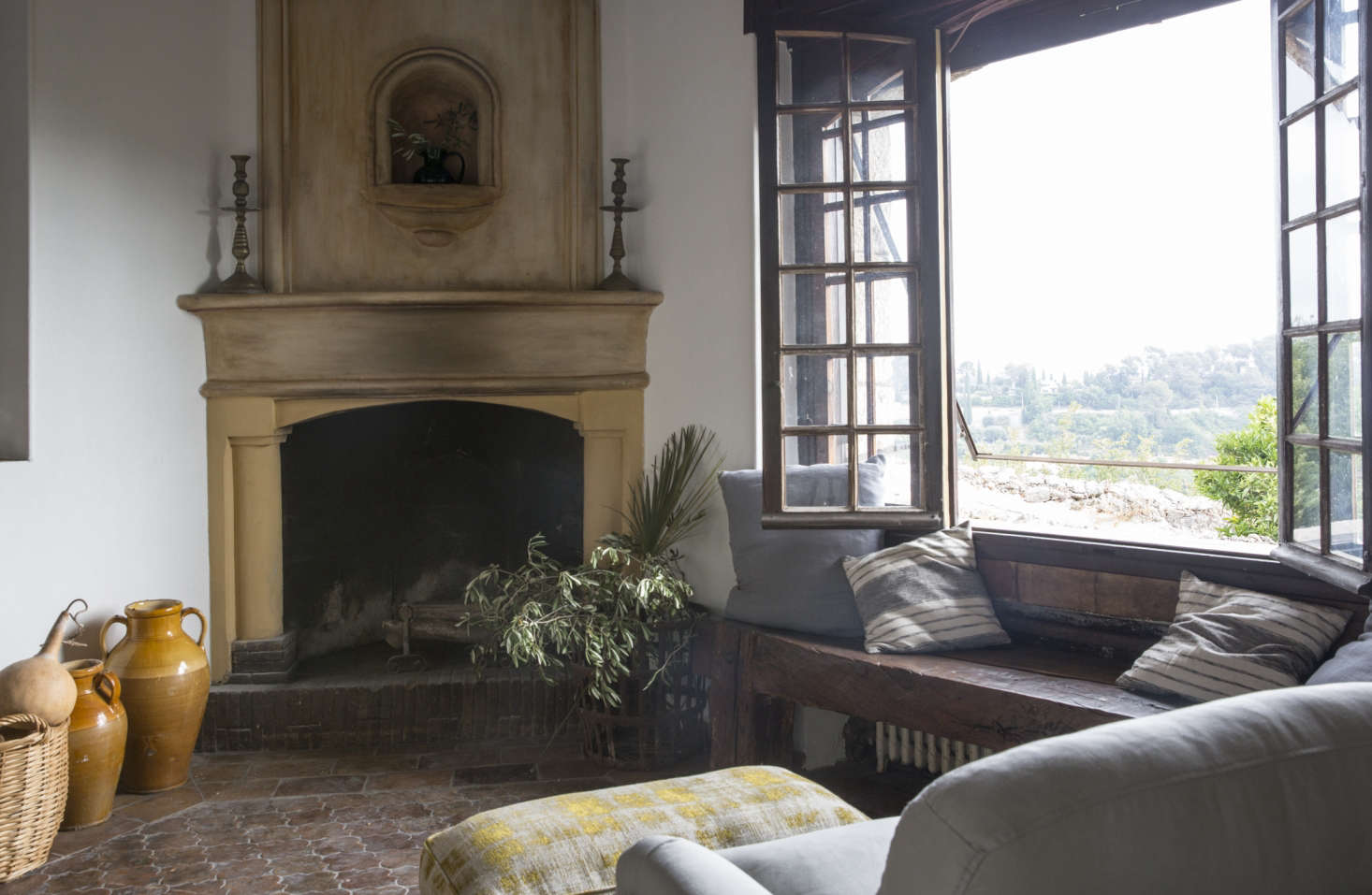la vie en rose a 12th century poet 39 s villa in st paul de vence restored for modern living. Black Bedroom Furniture Sets. Home Design Ideas
