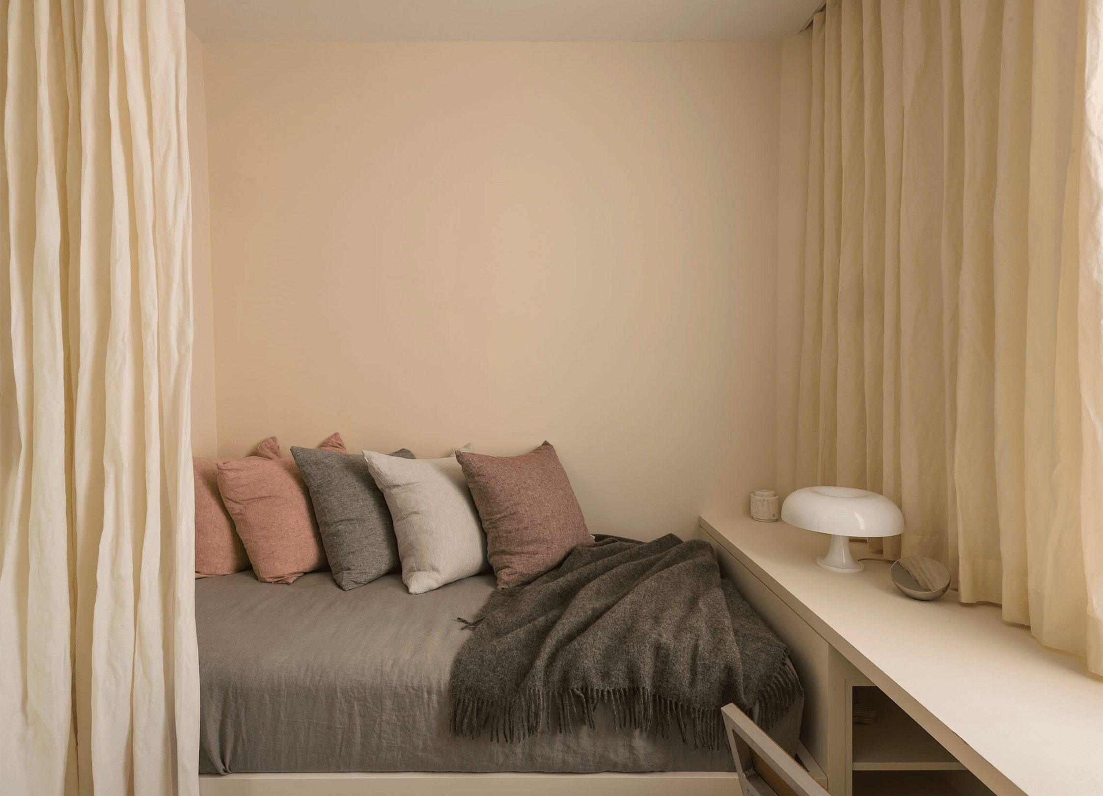 Steal This Look: A Belgian-Inflected Guest Bedroom, 100 Square Feet ...