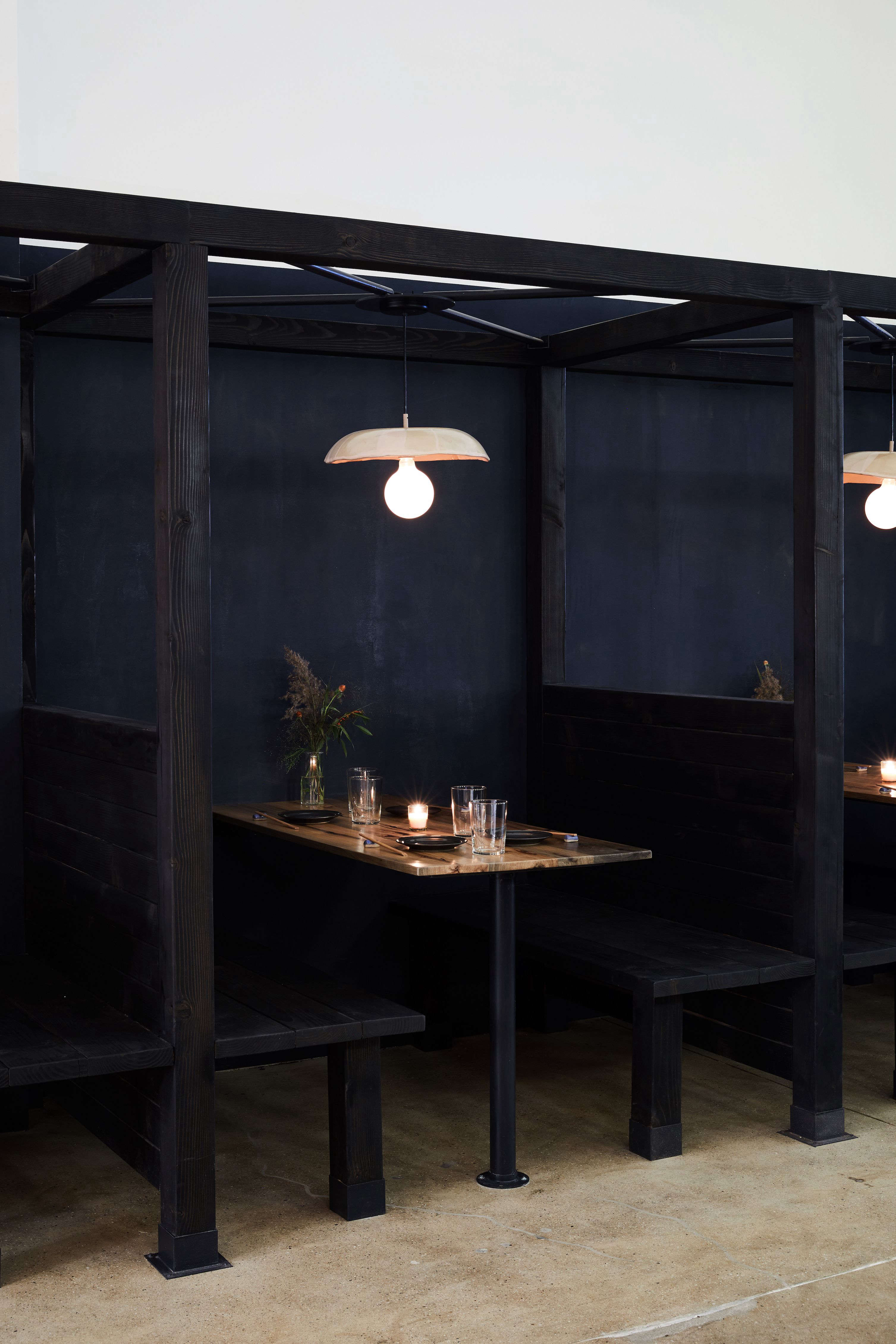 Don T Be Afraid Of The Dark 9 Design Ideas To Steal From Nyc S  # Muebles Norman Foster