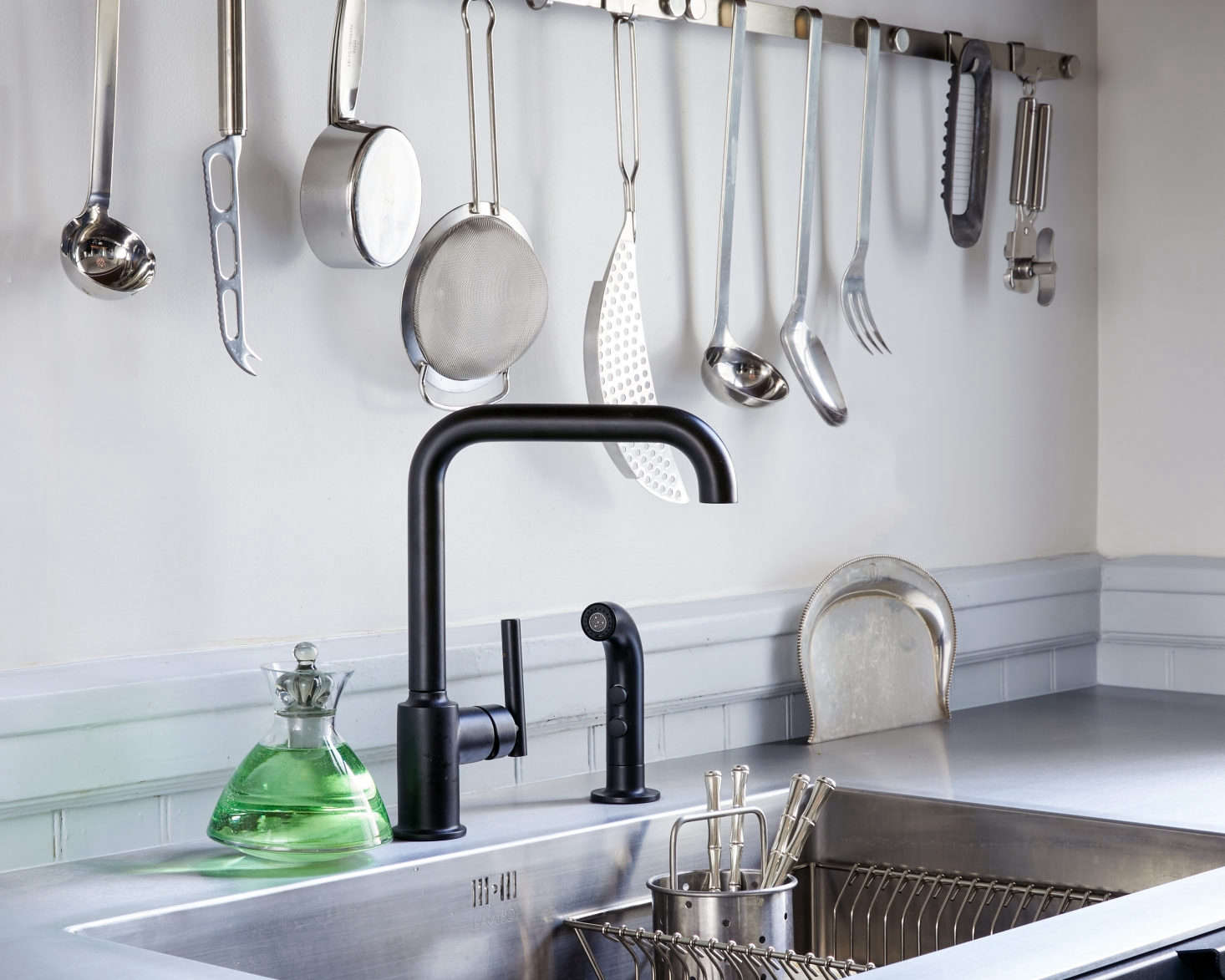 Annie reminisced about her year living abroad in France as an au pair—and was reminded of a French cleaning tool that completely mesmerized her. See Smart Buy: In Praise of the Table Crumber (Plus Five to Buy, All Under $10). Photograph by Daniel Dent for Remodelista.