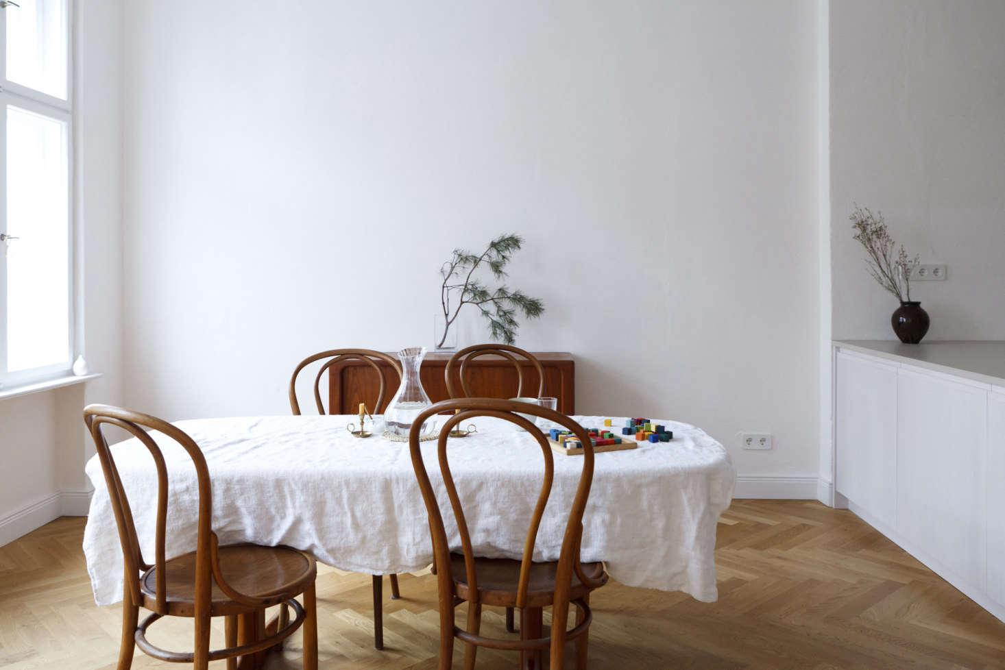 https://cdn.remodelista.com/wp-content/uploads/2018/03/berlin-apartment-kitchen-by-studio-oink-10-1466x978.jpg