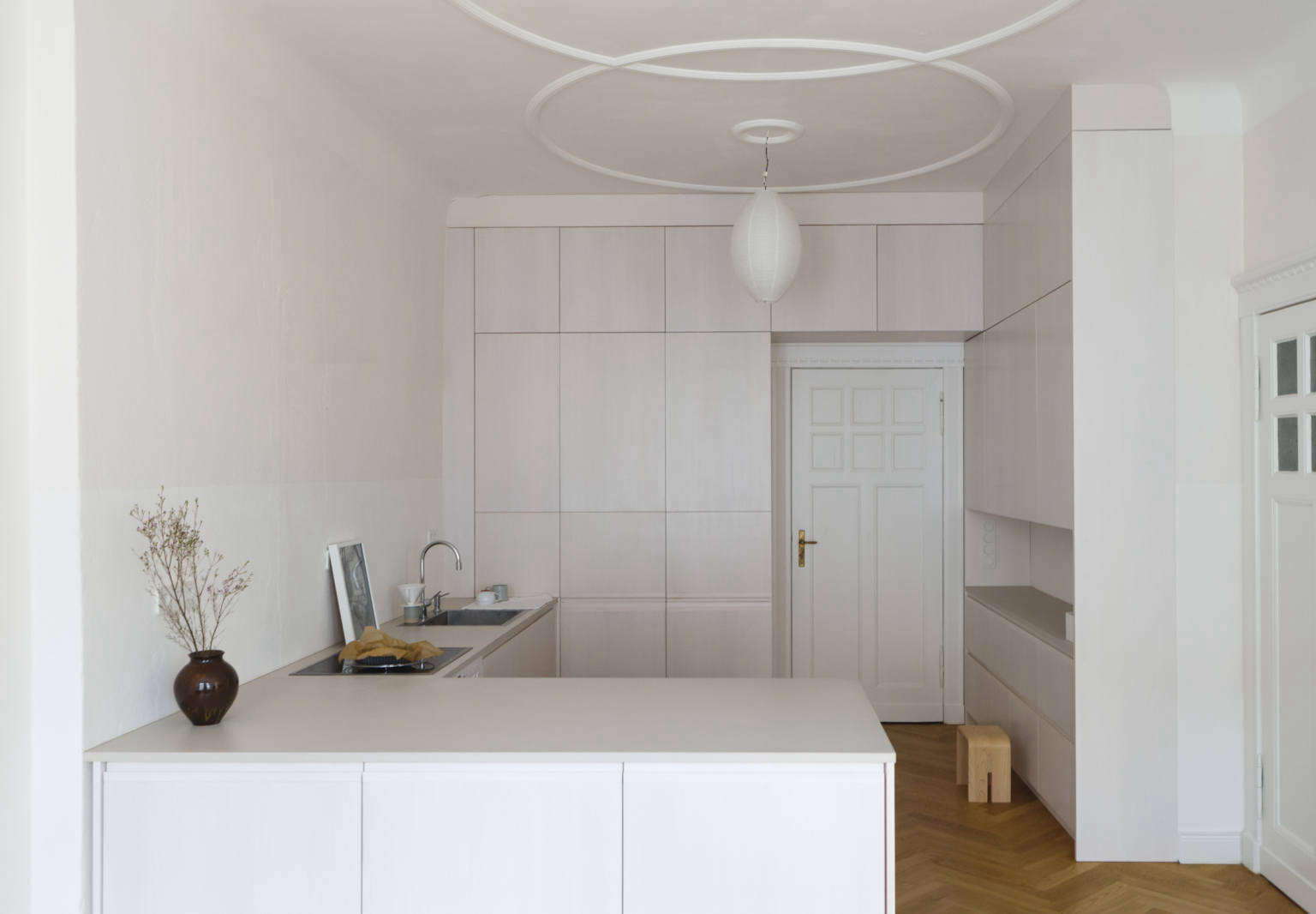 https://cdn.remodelista.com/wp-content/uploads/2018/03/berlin-apartment-kitchen-by-studio-oink-2-1536x1066.jpg