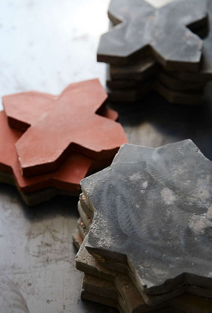 The Belgian Reproduction line will soon be available in Flemish red clay.