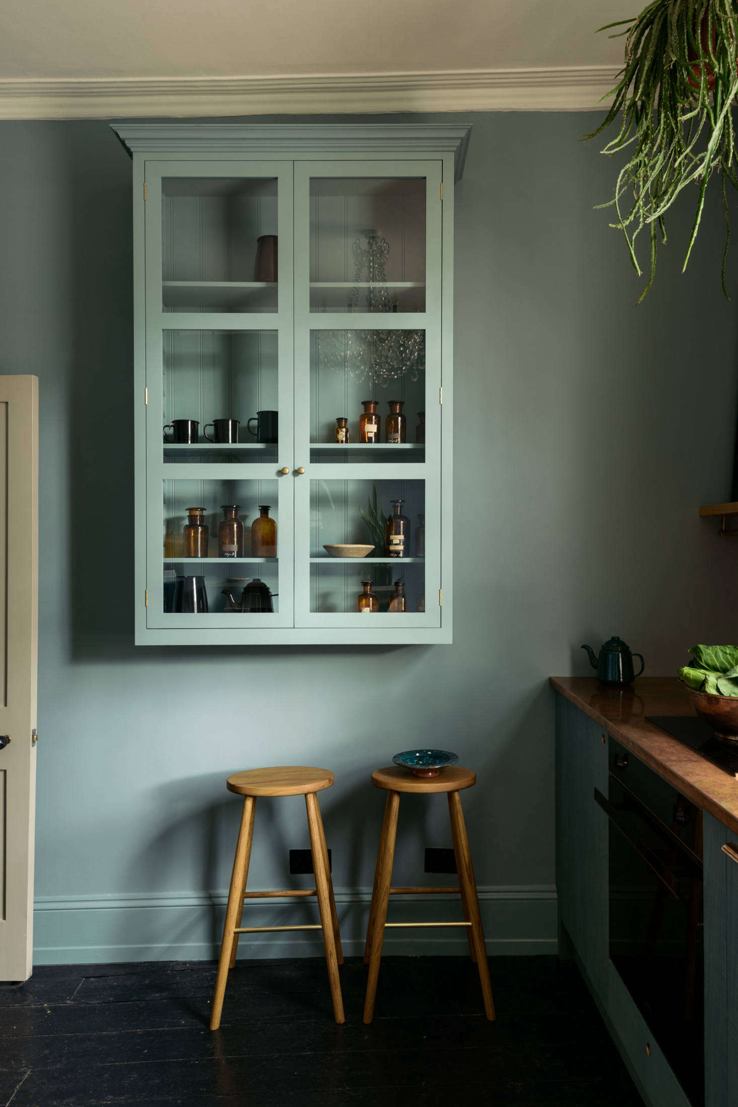For wall cabinetry, Parker opted to install a London Glazed Wall Cupboard (£src=