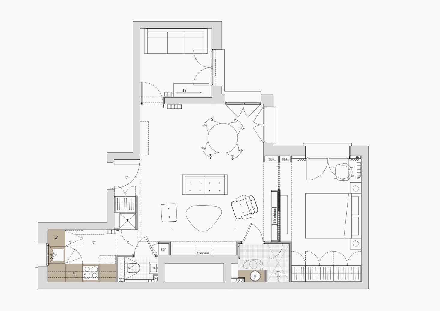 The floor plan details the allocation of space—and the way Harden was able to carve outthe addition of a TV room by relocating the kitchen. The compact bathroom is situated on one side of the fireplace, which is flanked on the other by a WC.