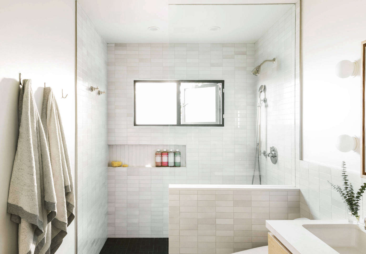 Bathroom of the Week: In LA, a Softer Take on Black and White ...