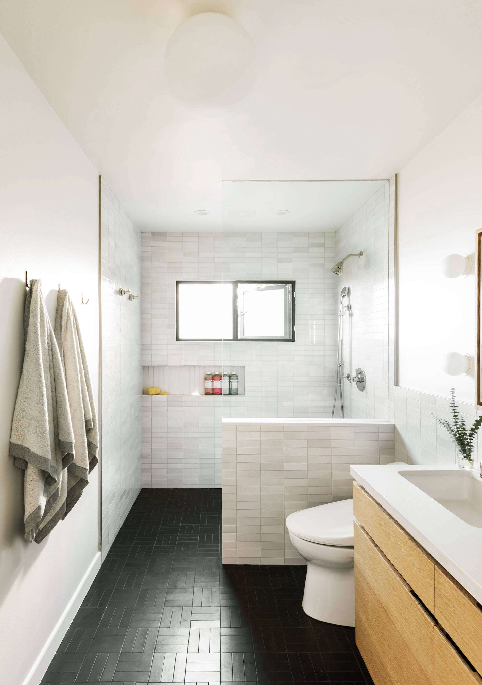 Bathroom of the Week: In LA, a Softer Take on Black and ...
