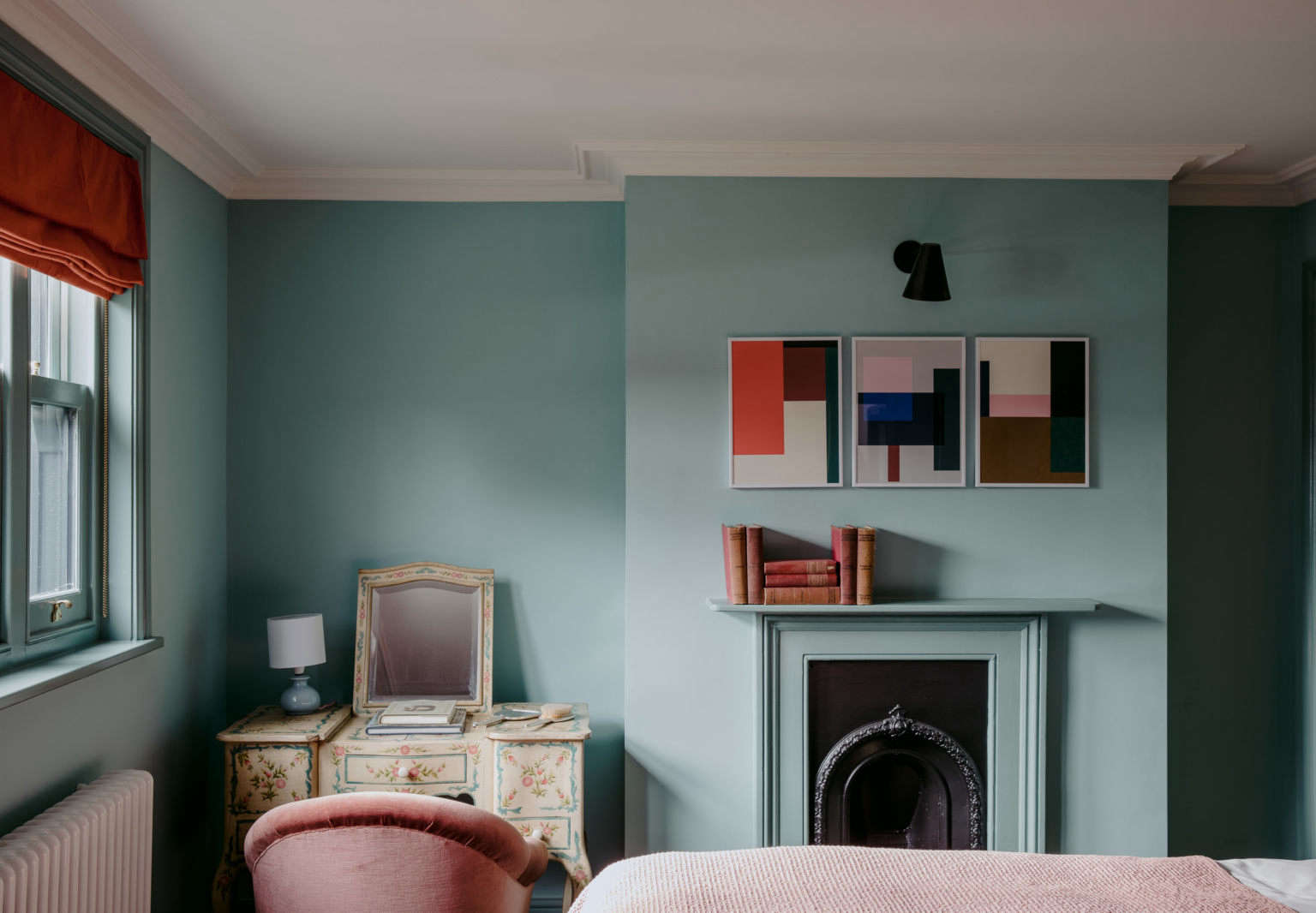 The Rose: A Singular Seaside Inn on the English Coast, Color Edition