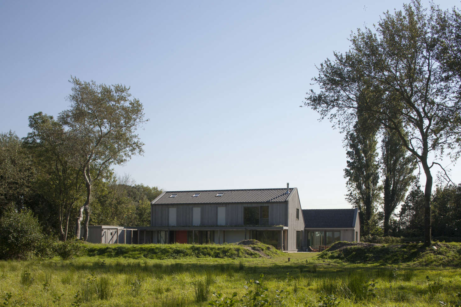 An Agrarian-Inspired Holiday House on an Agricultural Dutch Island