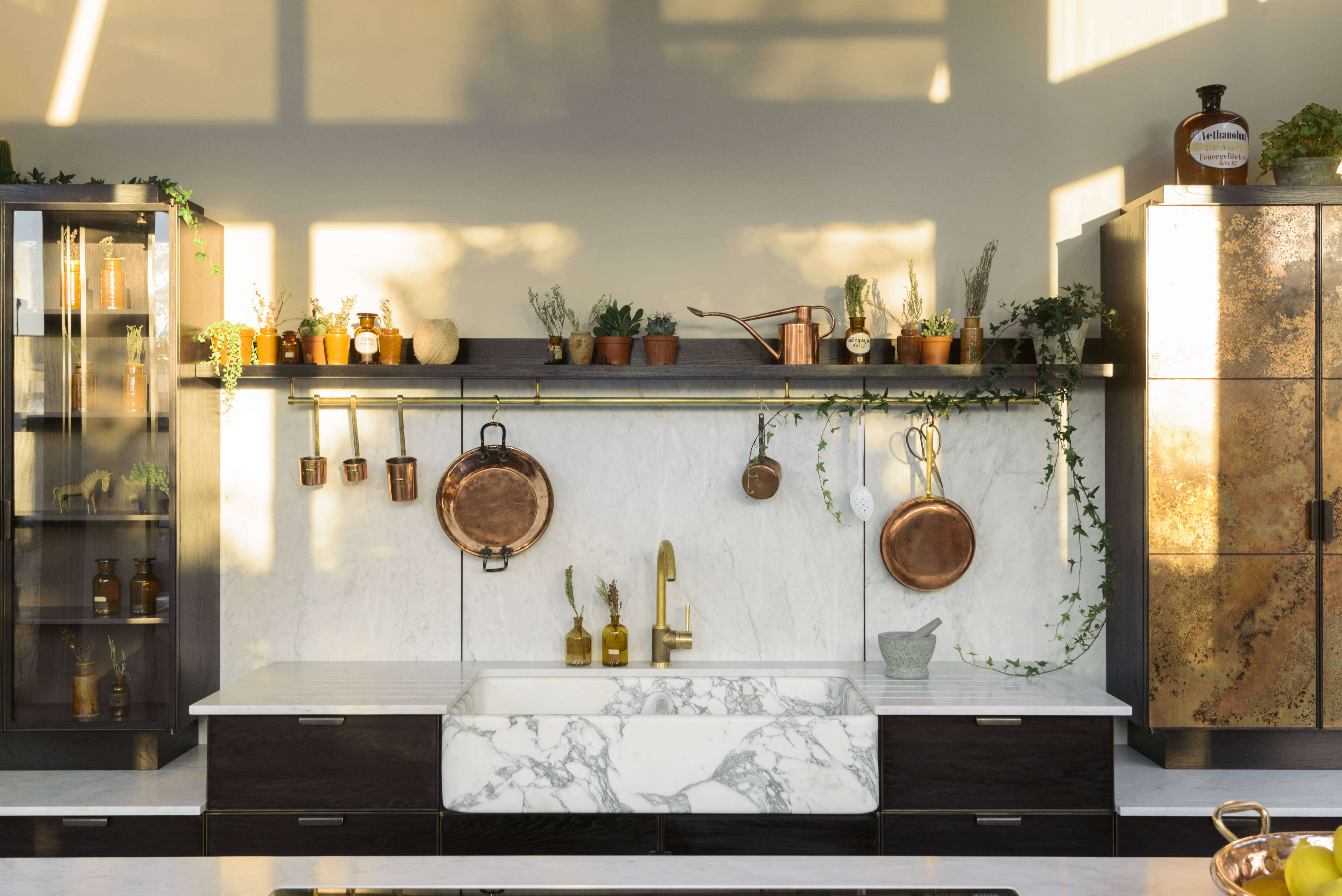 Kitchen of the Week: Charlie Smallbone and deVol Team Up to Create a ...