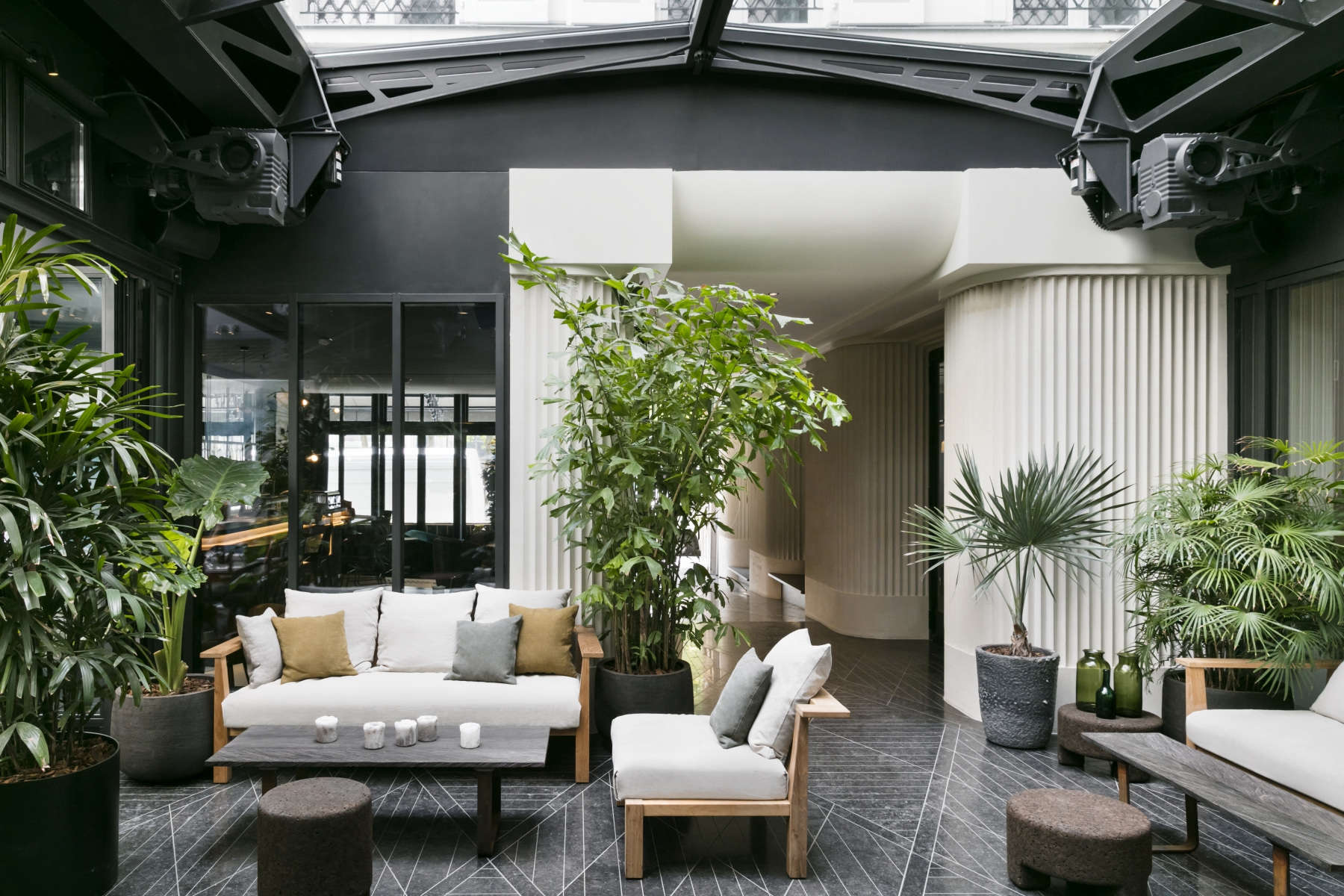 Arts Et M 233 Tiers An Industrial Cool Hotel In Paris Redone