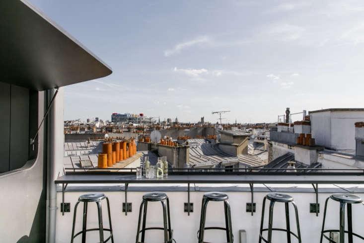 巴黎,巴黎的地图,在酒店里,在巴塞罗那,在酒店的酒店,和马特·马斯顿的表现很好。今天夏天的车?去见亚历克西斯