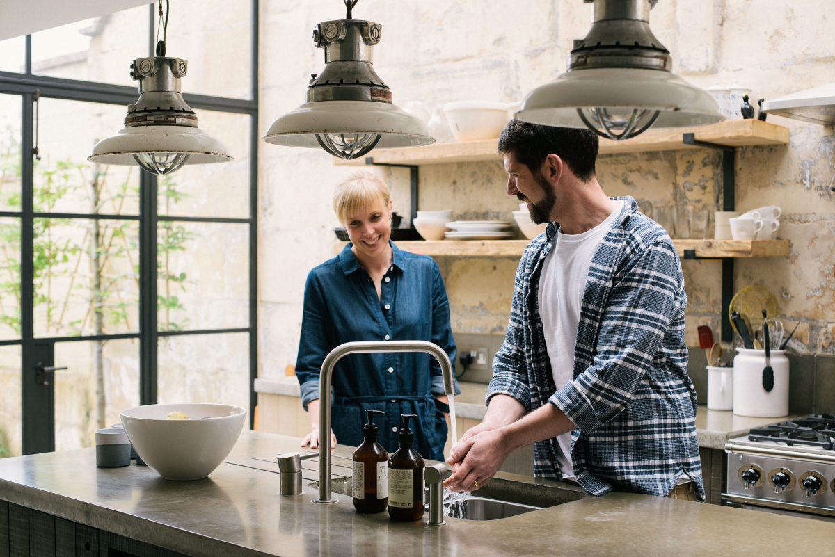 Kitchen of the Week: An English Glasshouse Addition with a deVol Kitchen for an Aesthete and a Chef