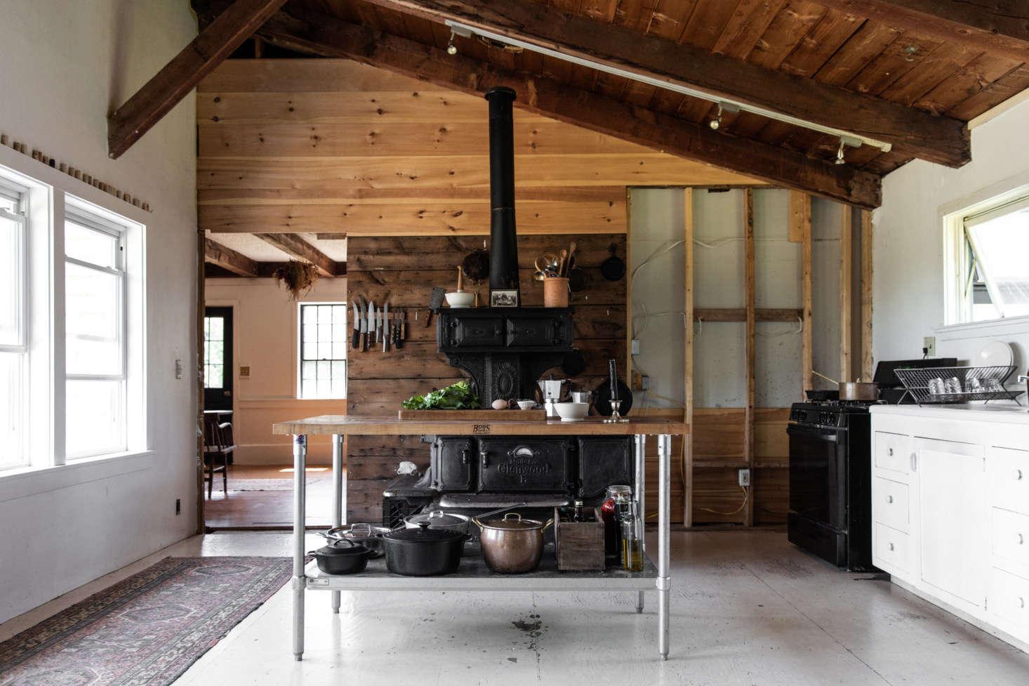 The House That Craigslist Built: A Bare-Bones Farmhouse in Midcoast ...