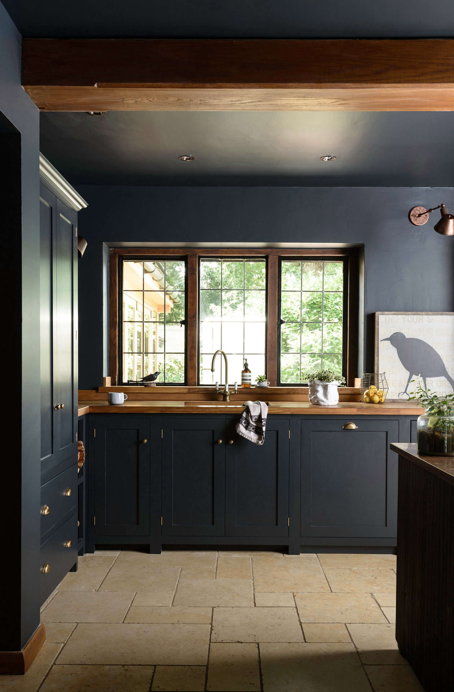The clients opted for cabinets from deVOL&#8