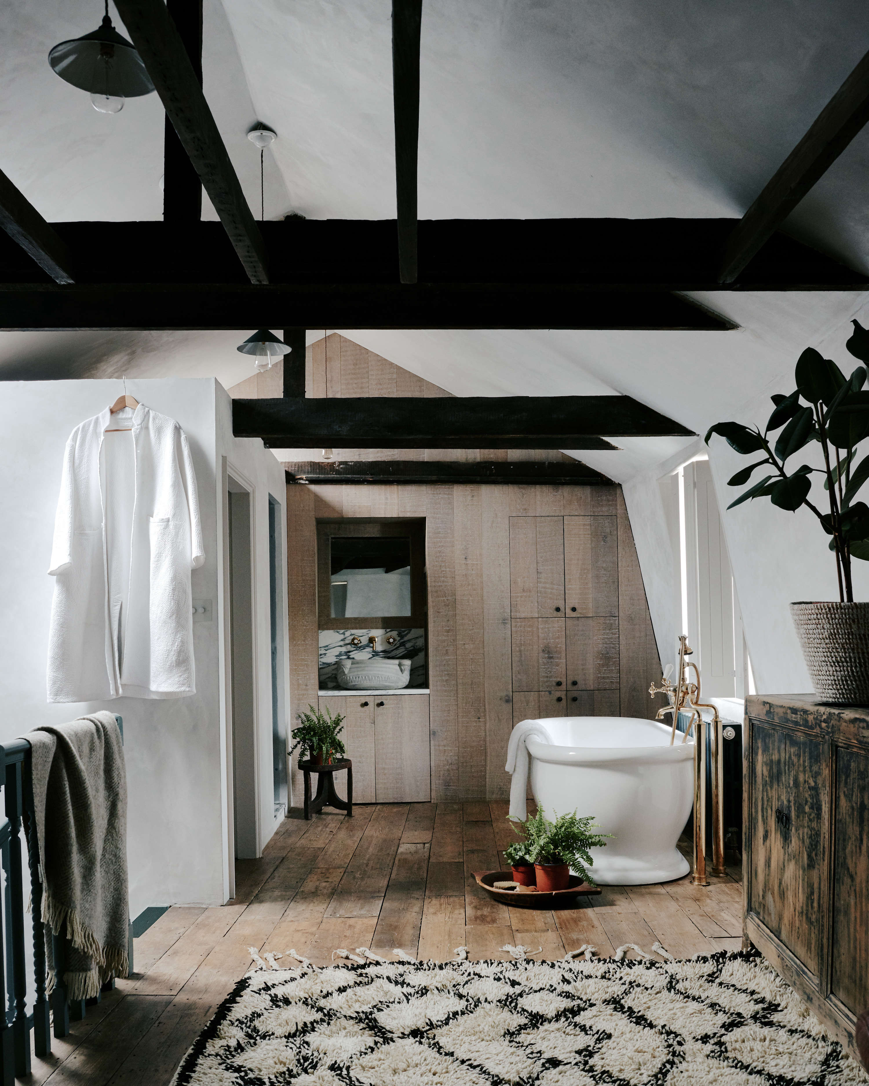 Steal This Look: Ensuite Bath Alcove in a London Renovation - Remodelista