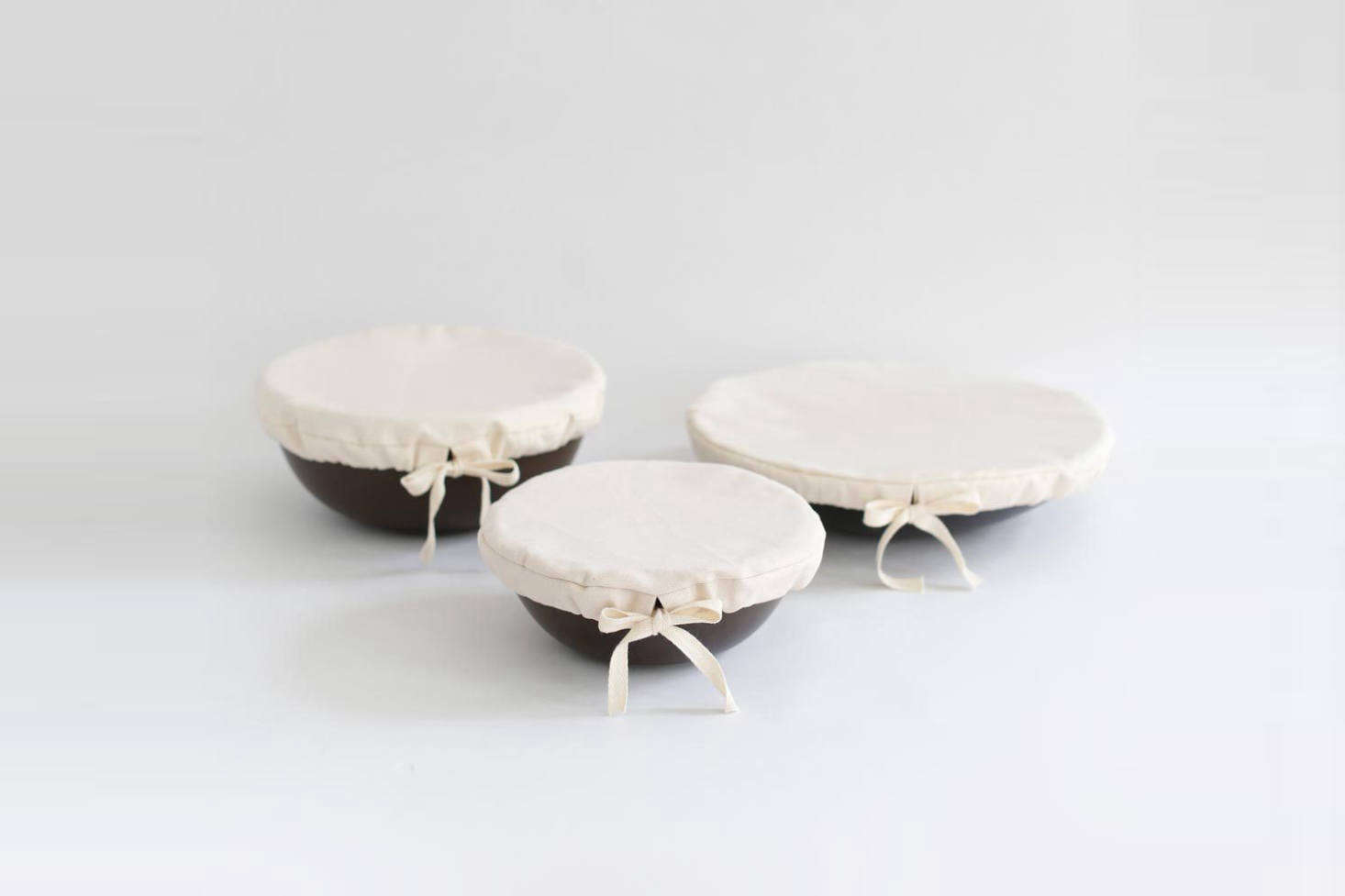For the eco-conscious person or cook: these organic cottonCouvre-Plat Roundbowl covers come in three sizes from Àplat and fit our ethos of zero-plastic and no single-use disposables.