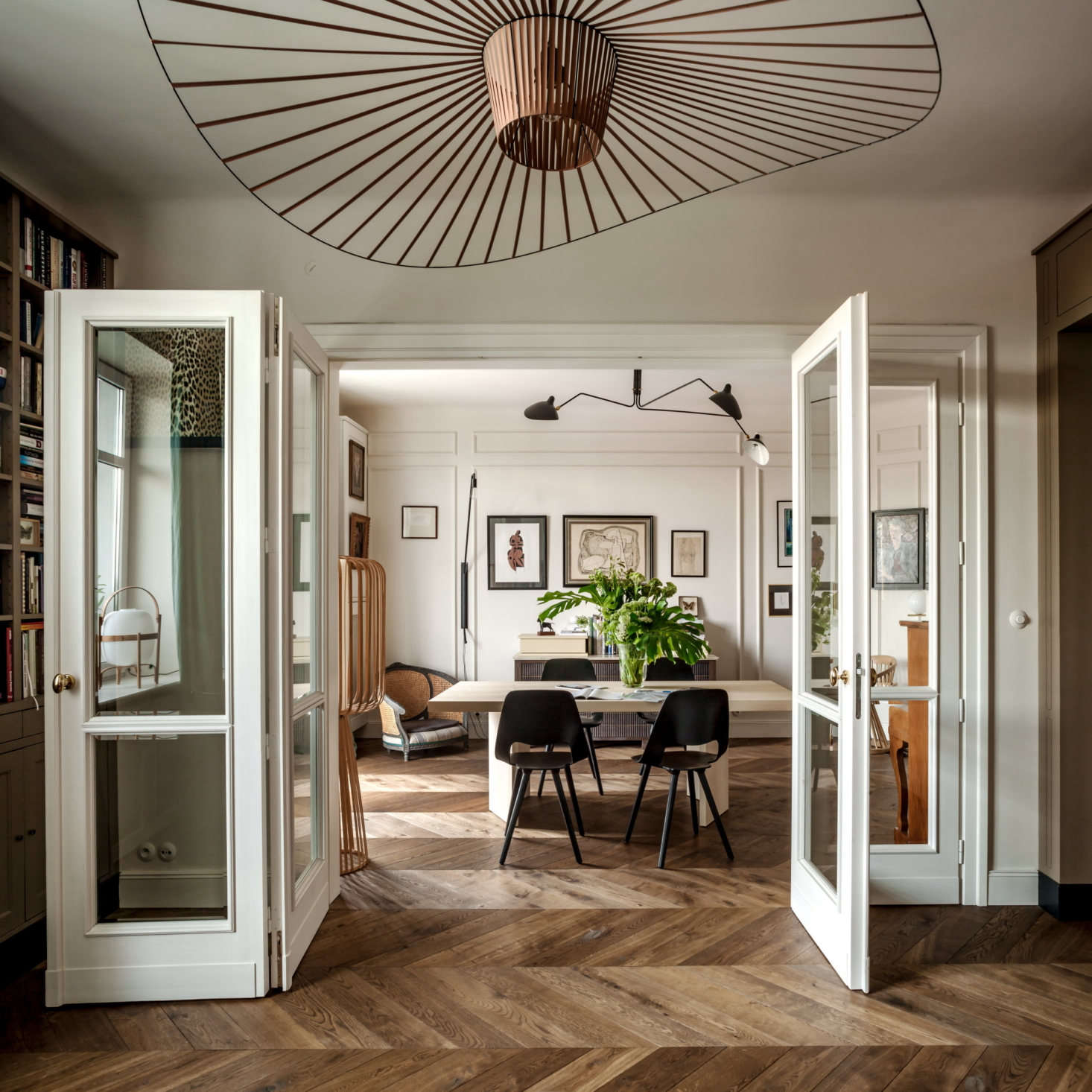 Chrapka designed the folding doors between the dining and living rooms. &#8