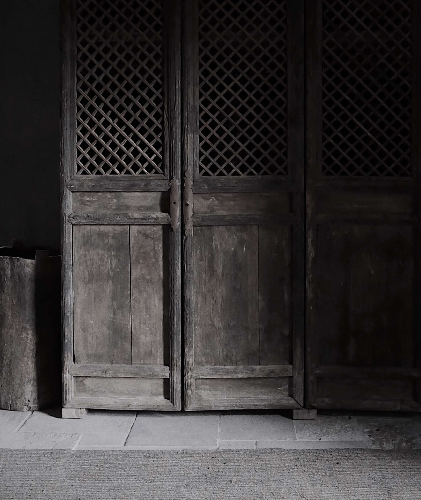 Antique Chinese doors found in an antiques shop in Antwerp were sent to Scotland to become a coat closet.