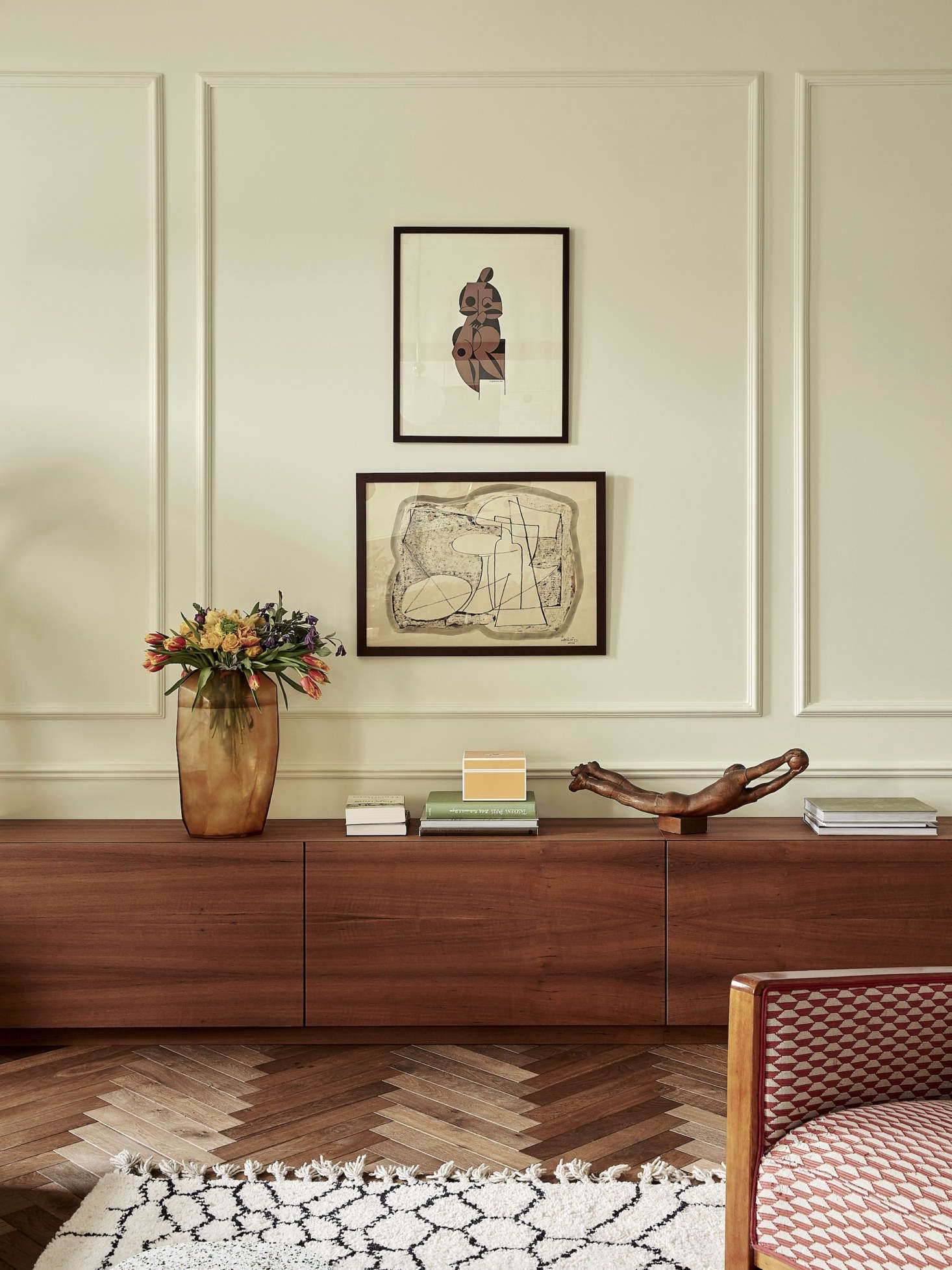 The wraparound teak cabinet, nicknamed &#8