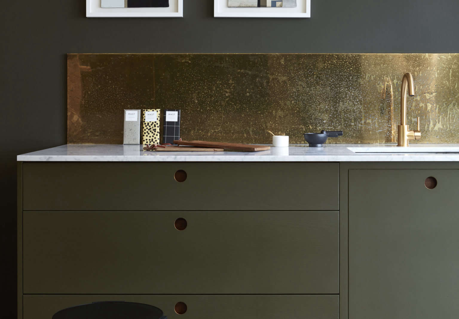 Kitchen of the Week: A Glamorous Design by Well-Priced Bespoke UK Workshop Naked Kitchens