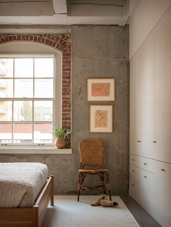 Even more storage, at the end of the bed—and Williams&#8