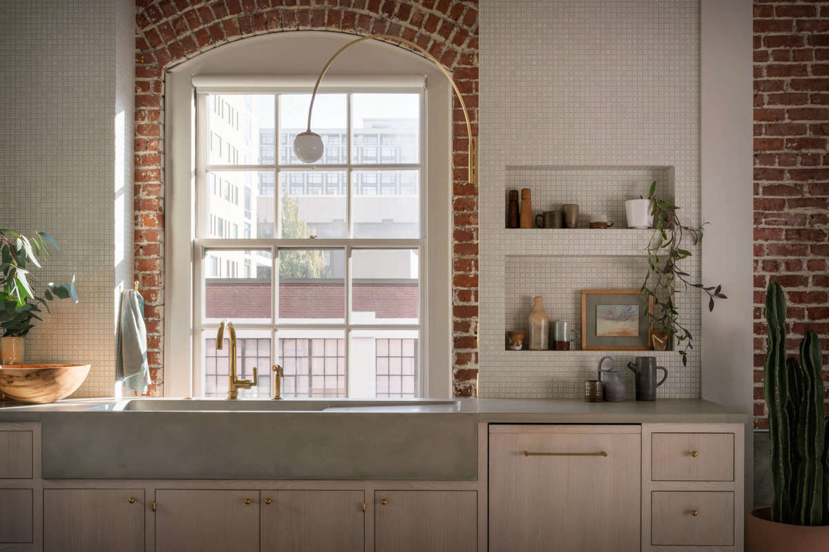 A counter-to-ceiling backsplash is made up of tiny, square-inch Japanese tiles, plus two inset niches for essentials.