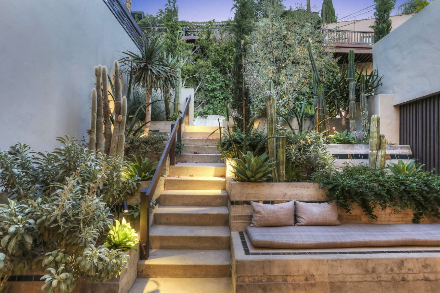 Landscape design firm Terremoto filled the courtyard with drought-resistant and native plants.