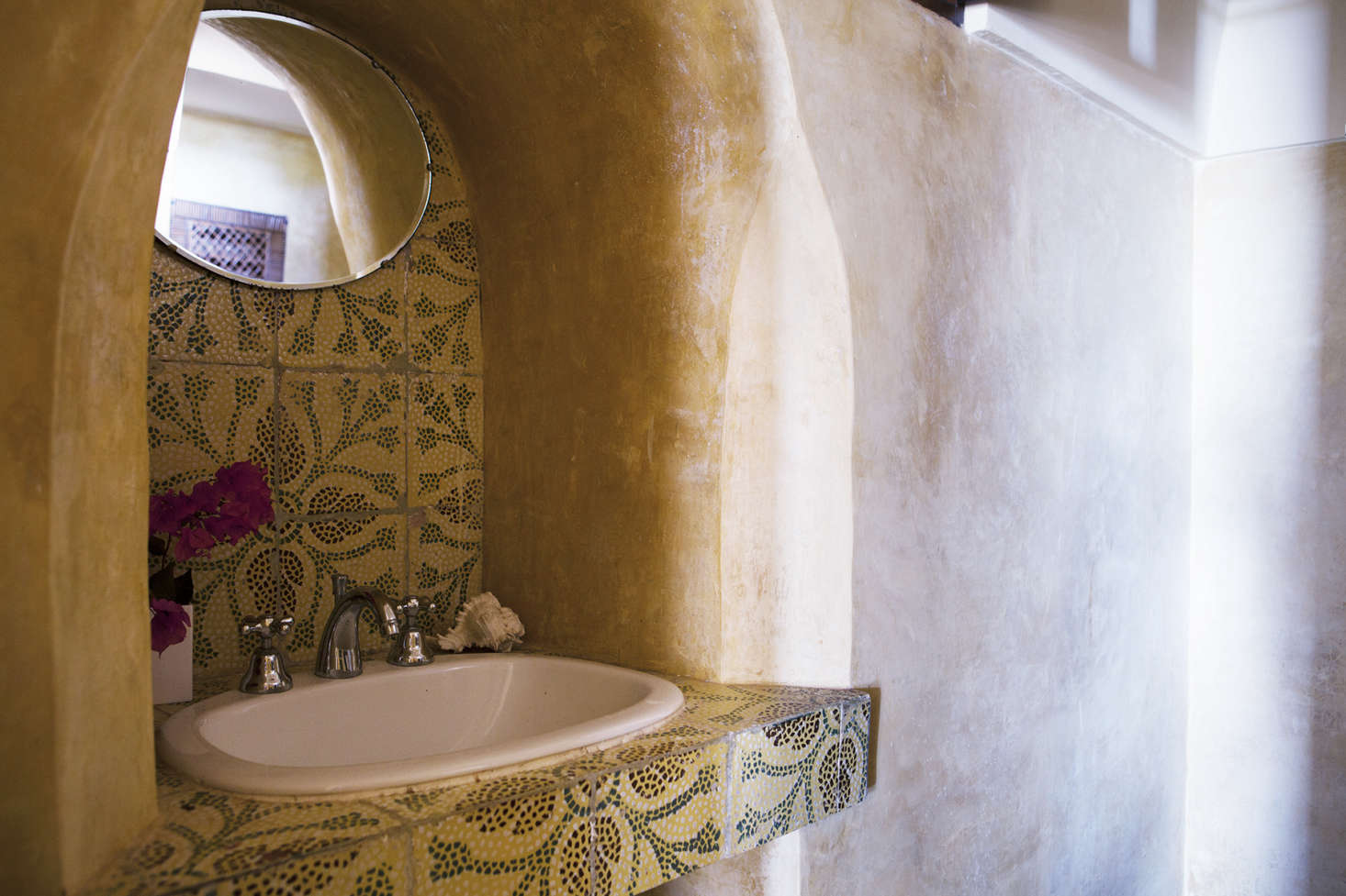 The beautifully tiled sink in the bathroom.