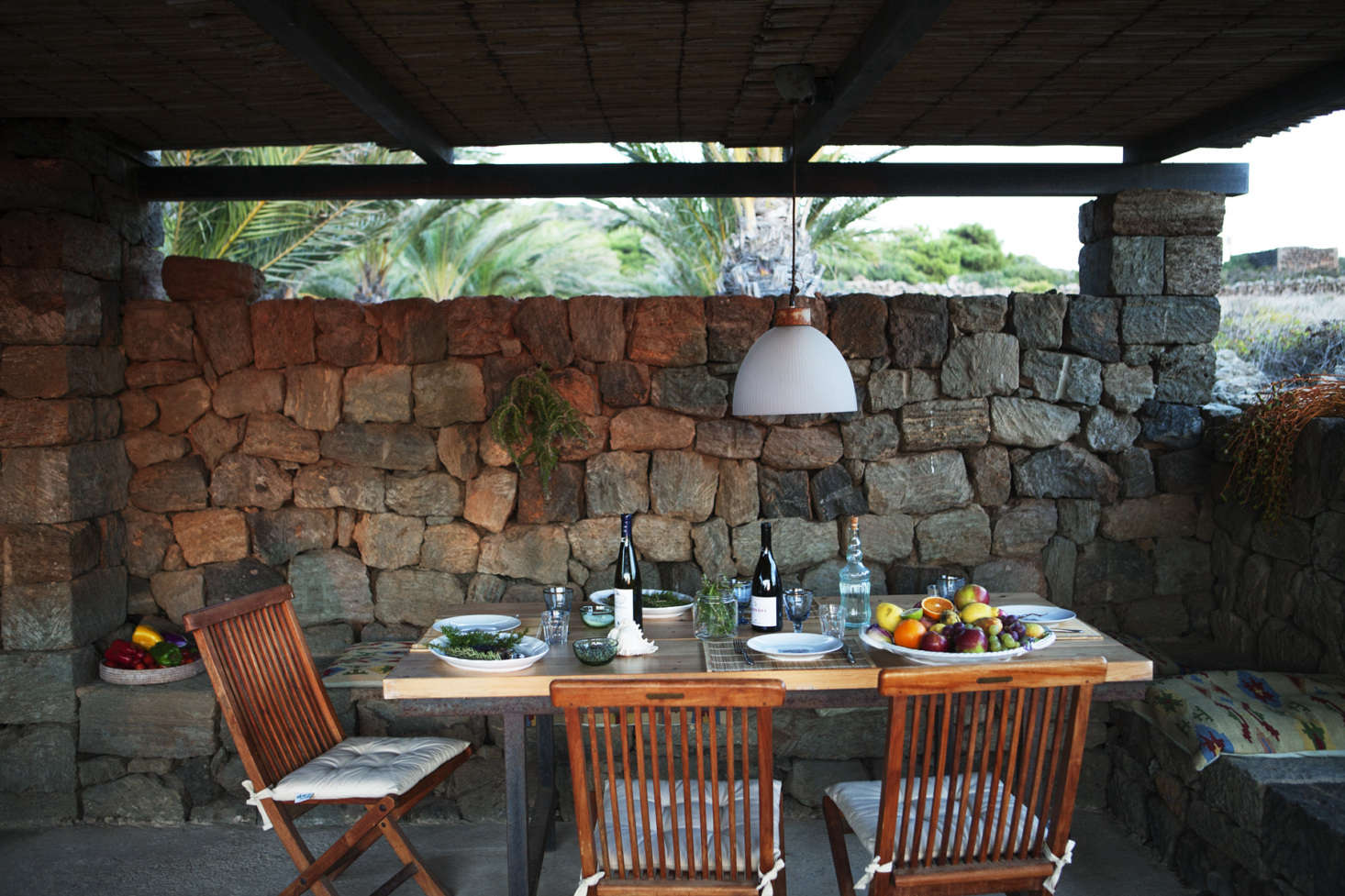 Dammuso Vigna is small, but it has a sizeable outdoor space.