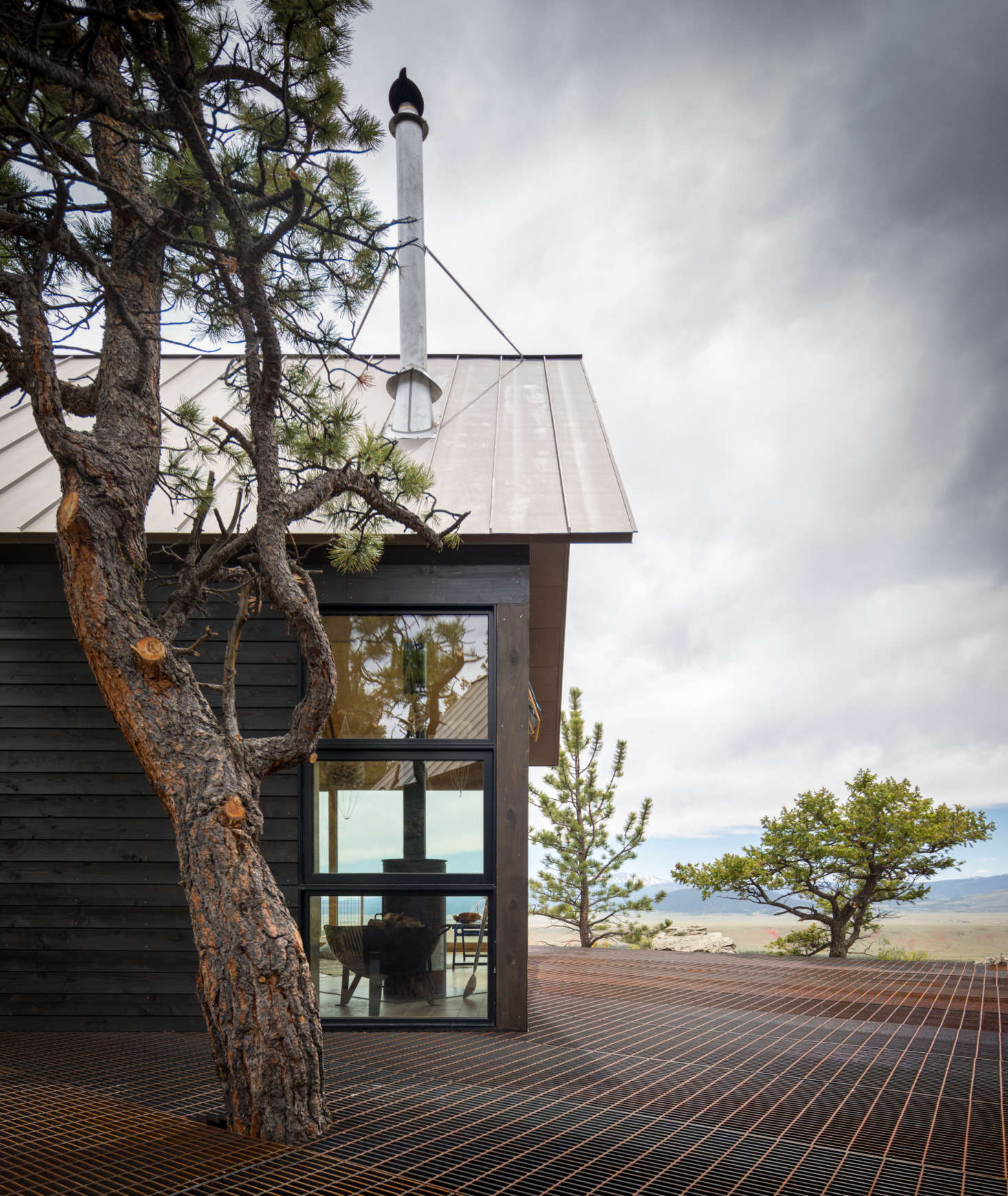 """Another go-to material of del Gaudio's is open-grate steel decking—""""the kind used in ski resorts, so the snow just drips through."""" Blum says she's never had to shovel: snow falls through the openings and from there, thanks to the fact that the house doesn't sit directly on the ground, natural drainage takes over."""