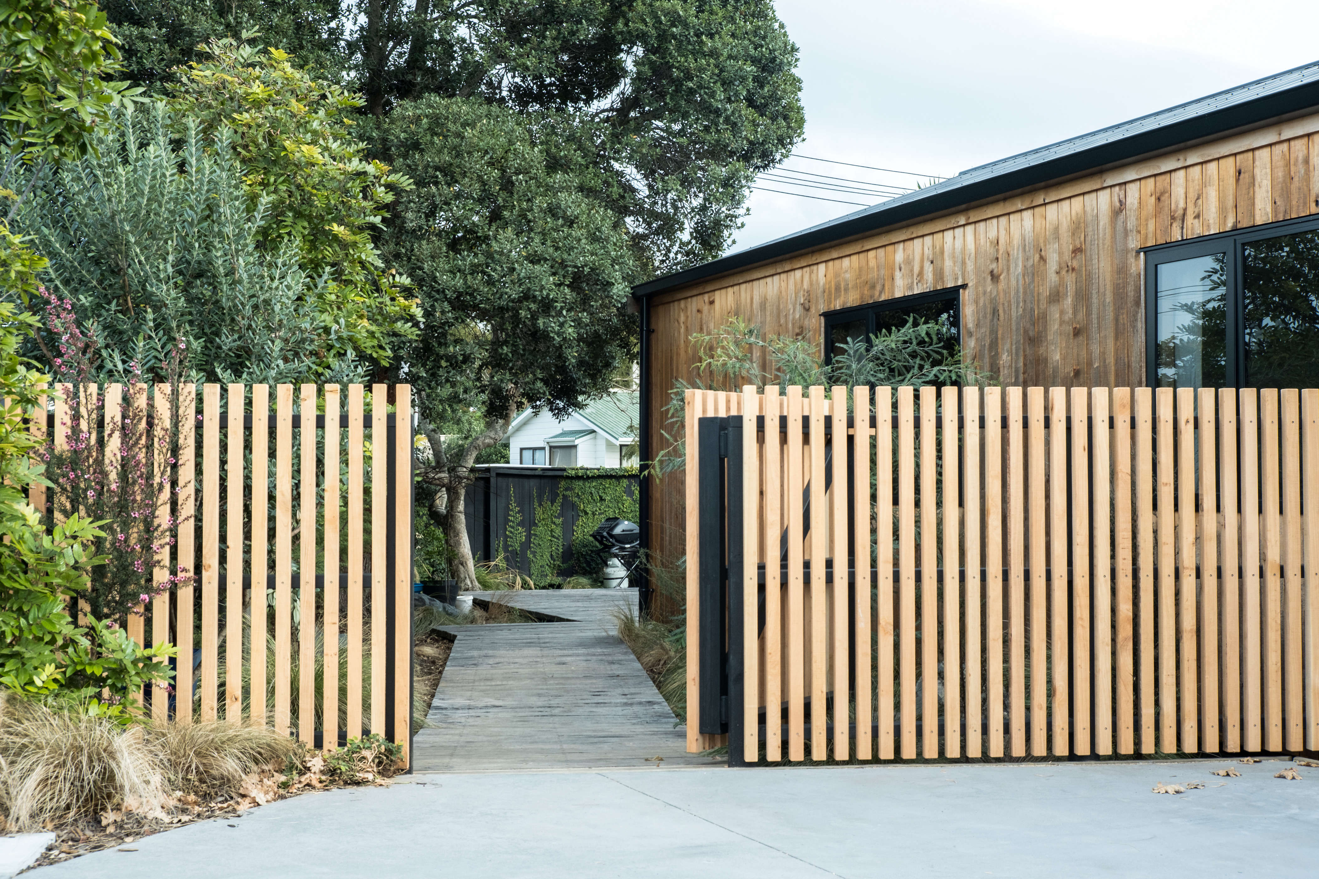 George and Willy's Urban Cabin House Remodel—in the New Zealand Suburbs